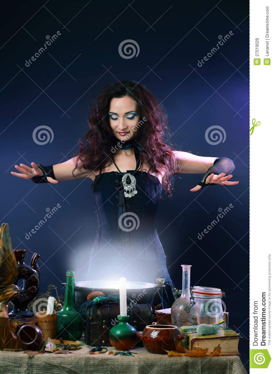 Witch Making Potion Royalty Free Stock Images - Image: 27519029