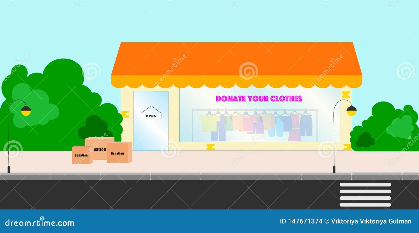 Witryny sklepowej okno z darującymi kolorowymi ubraniami na ramionach Ulica z drzewami, sklep z darujemy i odziewamy