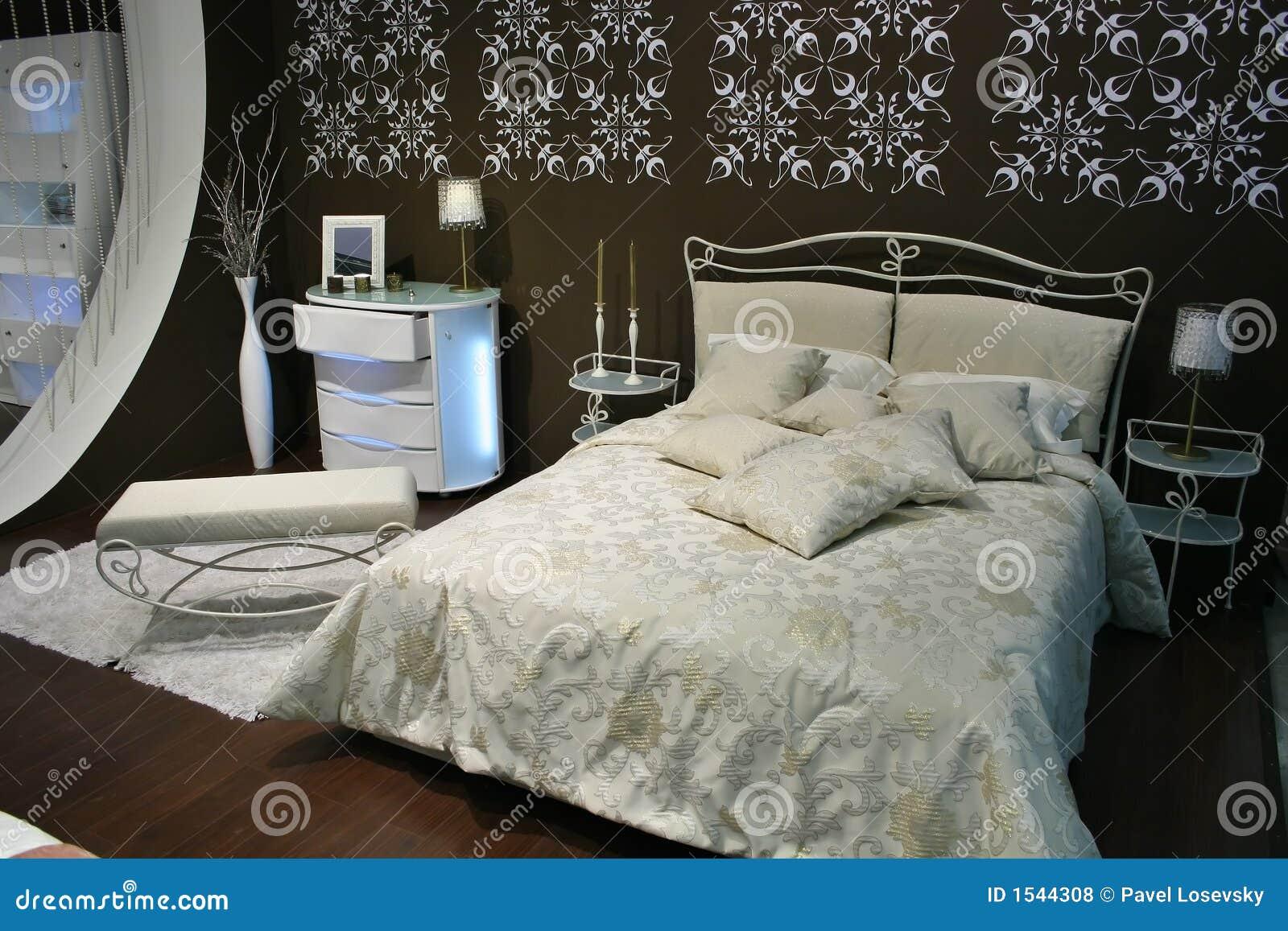 Slaapkamer Naturel Tinten : Witte bruine slaapkamer stock foto. afbeelding bestaande uit zaken