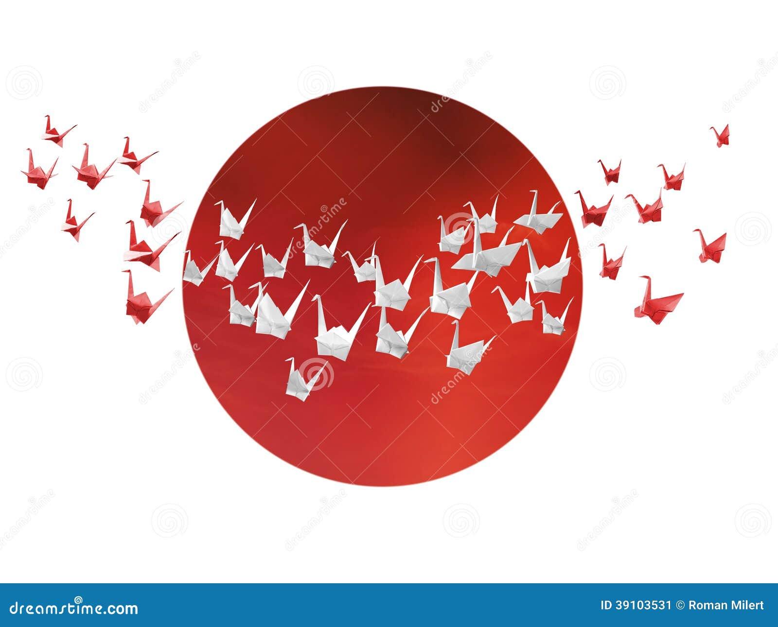 Witte en rode origamikranen en Japanse vlag