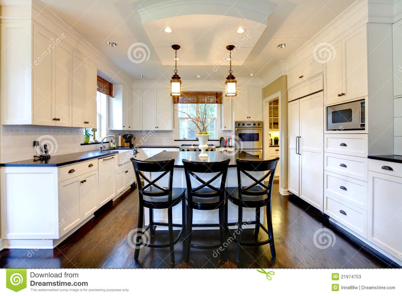Witte Keuken Donkere Vloer : Kitchen Island with Chairs