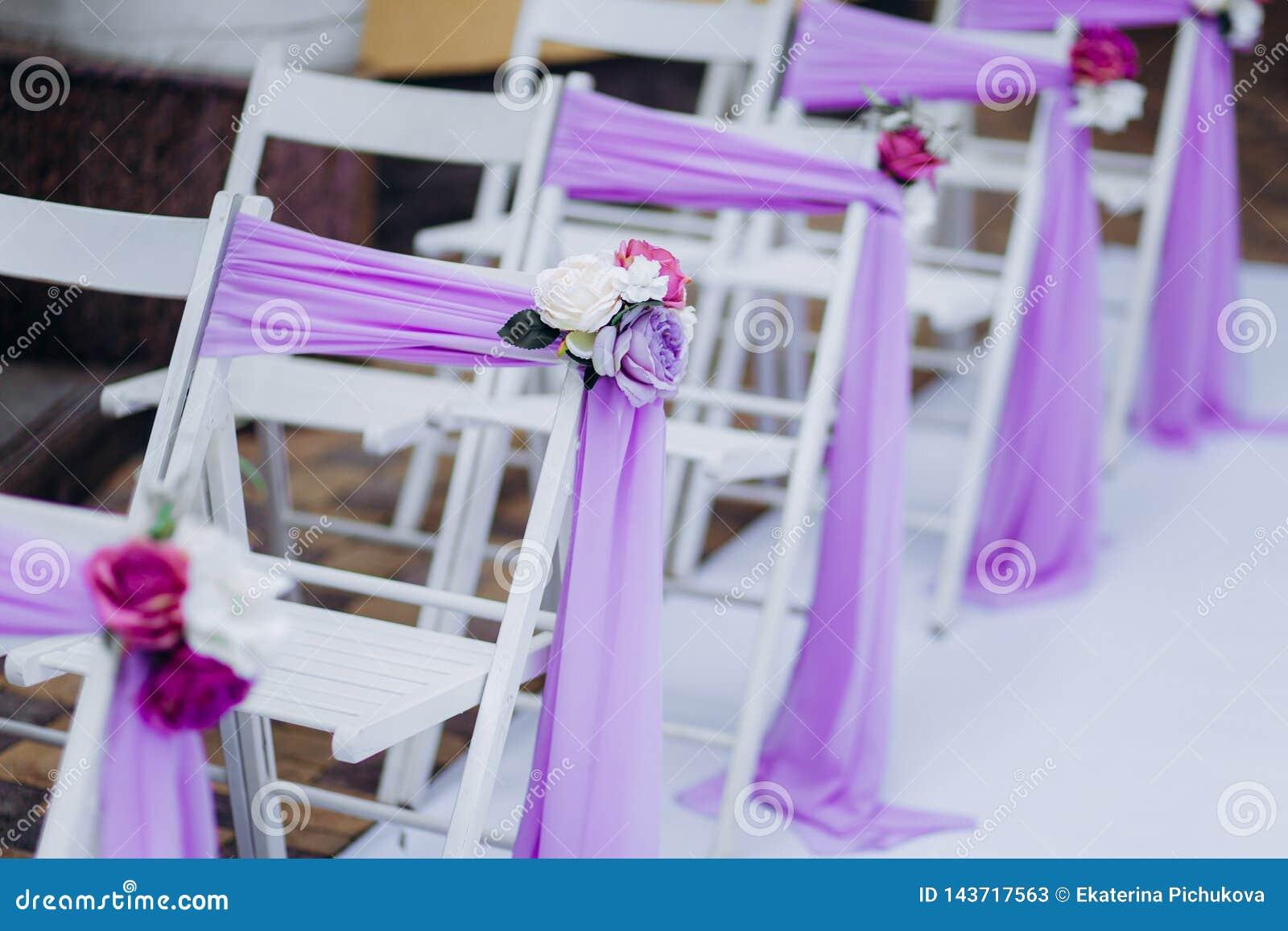 Witte huwelijksstoelen