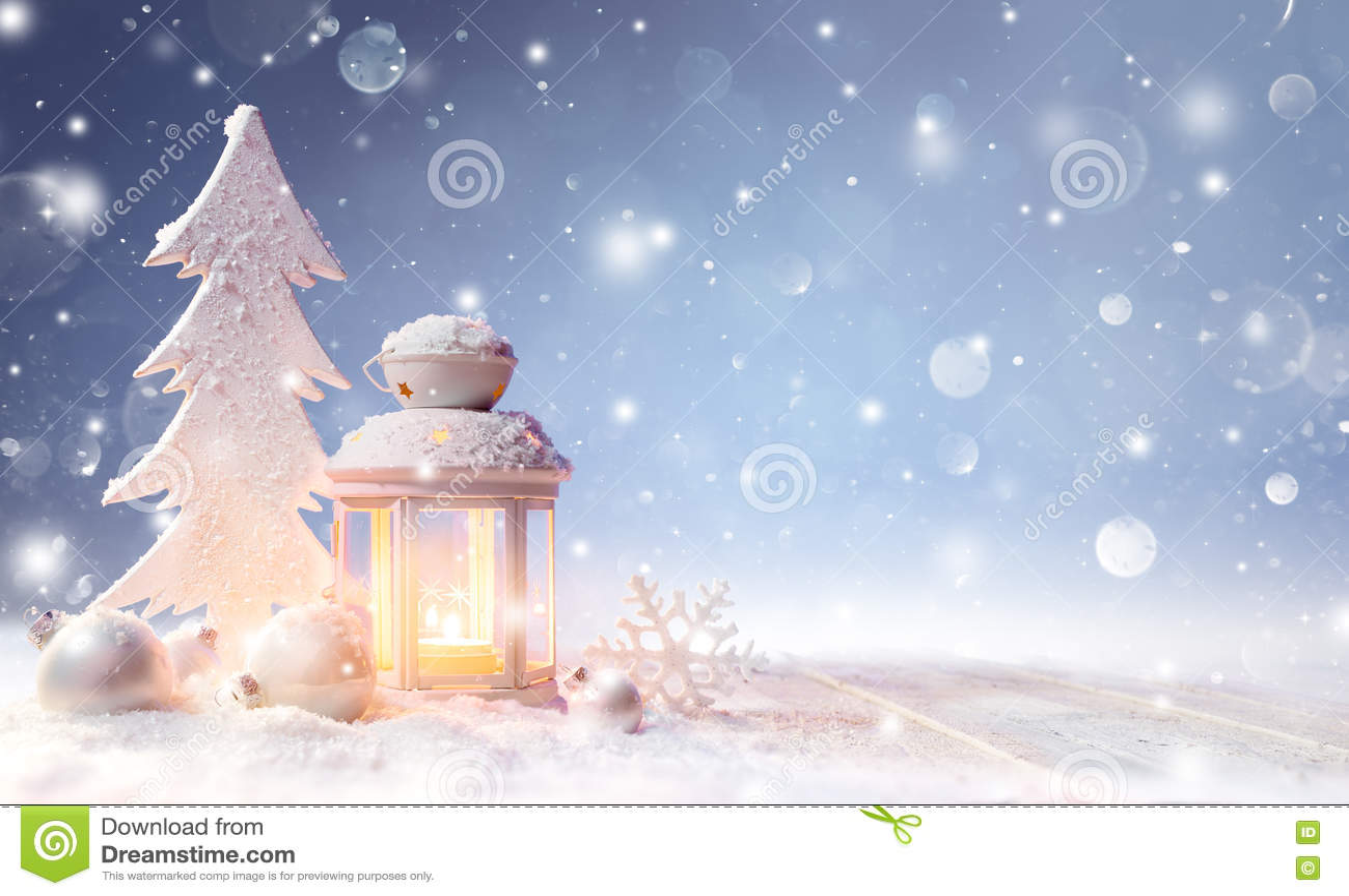 Witte Kerstmisdecoratie met Lantaarn op Sneeuwlijst