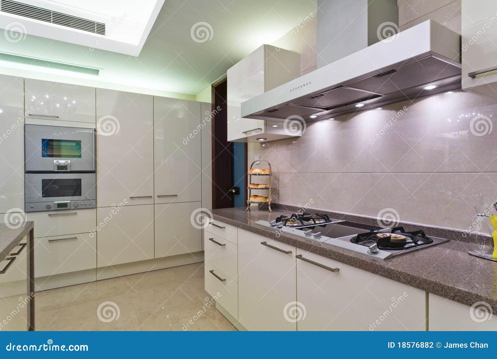 Witte keuken stock foto afbeelding bestaande uit venster 18576882 for Foto witte keuken