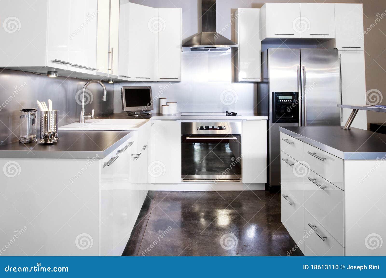 Witte keuken stock foto afbeelding bestaande uit teller 18613110 for Foto witte keuken