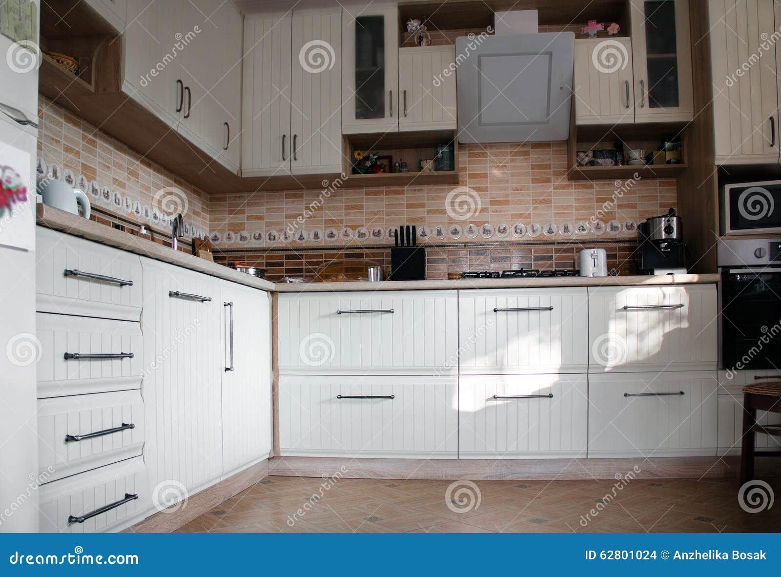 Witte keuken stock foto   afbeelding: 62801024
