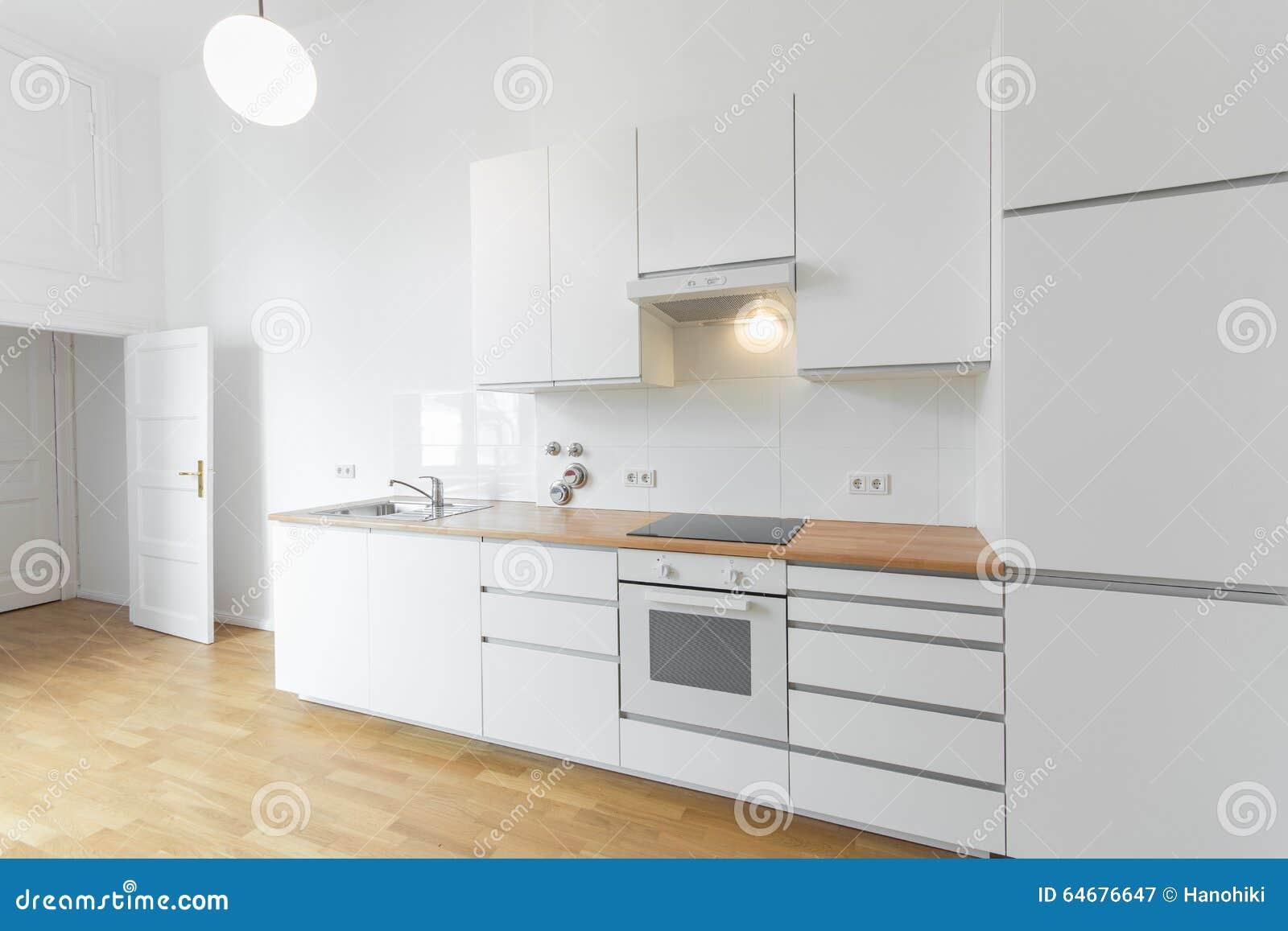 Witte Keuken Beige Vloer : Witte Keuken, Verse Vernieuwde Vlakte Met Houten Vloer