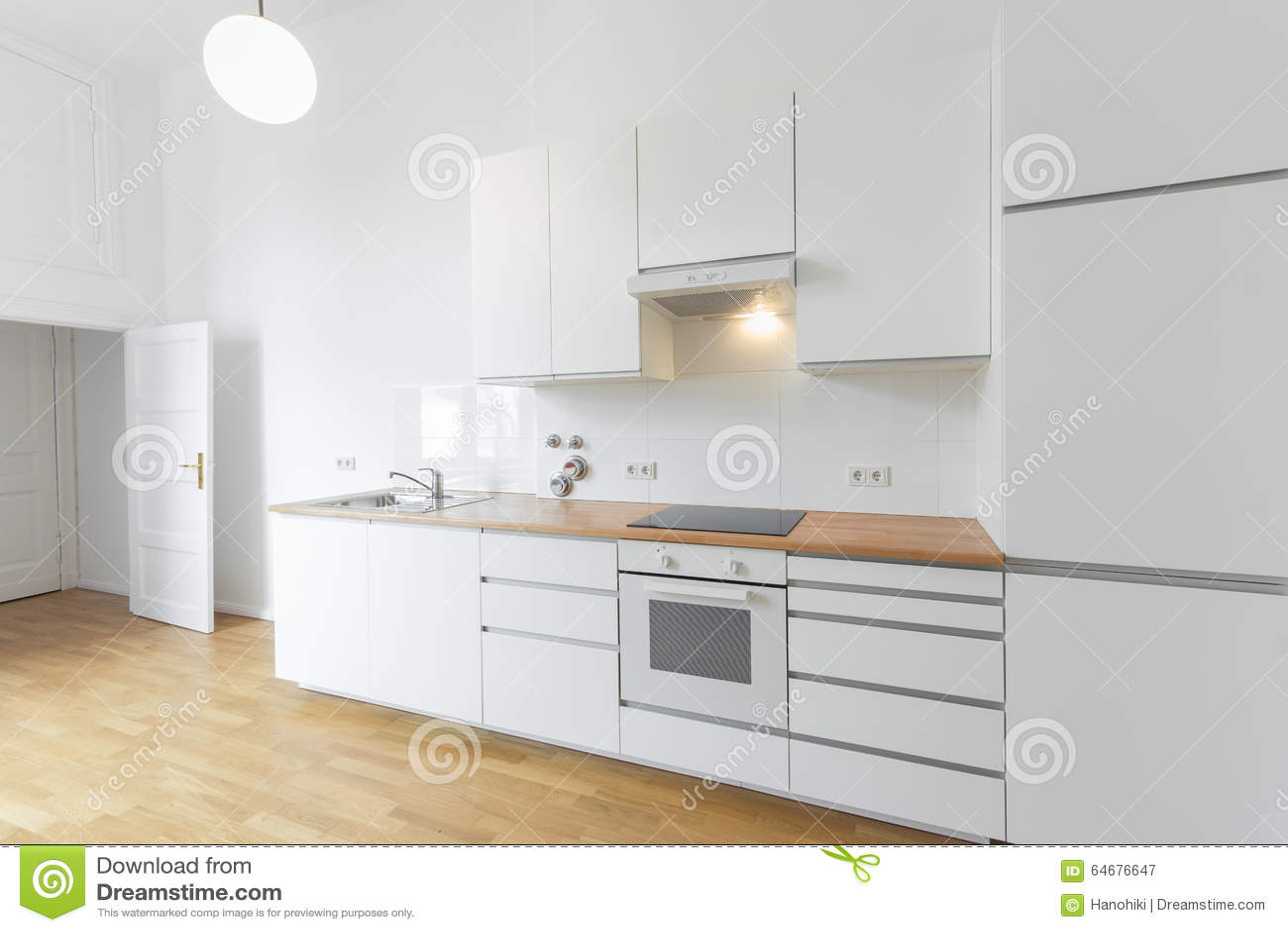 Keuken met kookeiland en teller - Hout en witte keuken ...