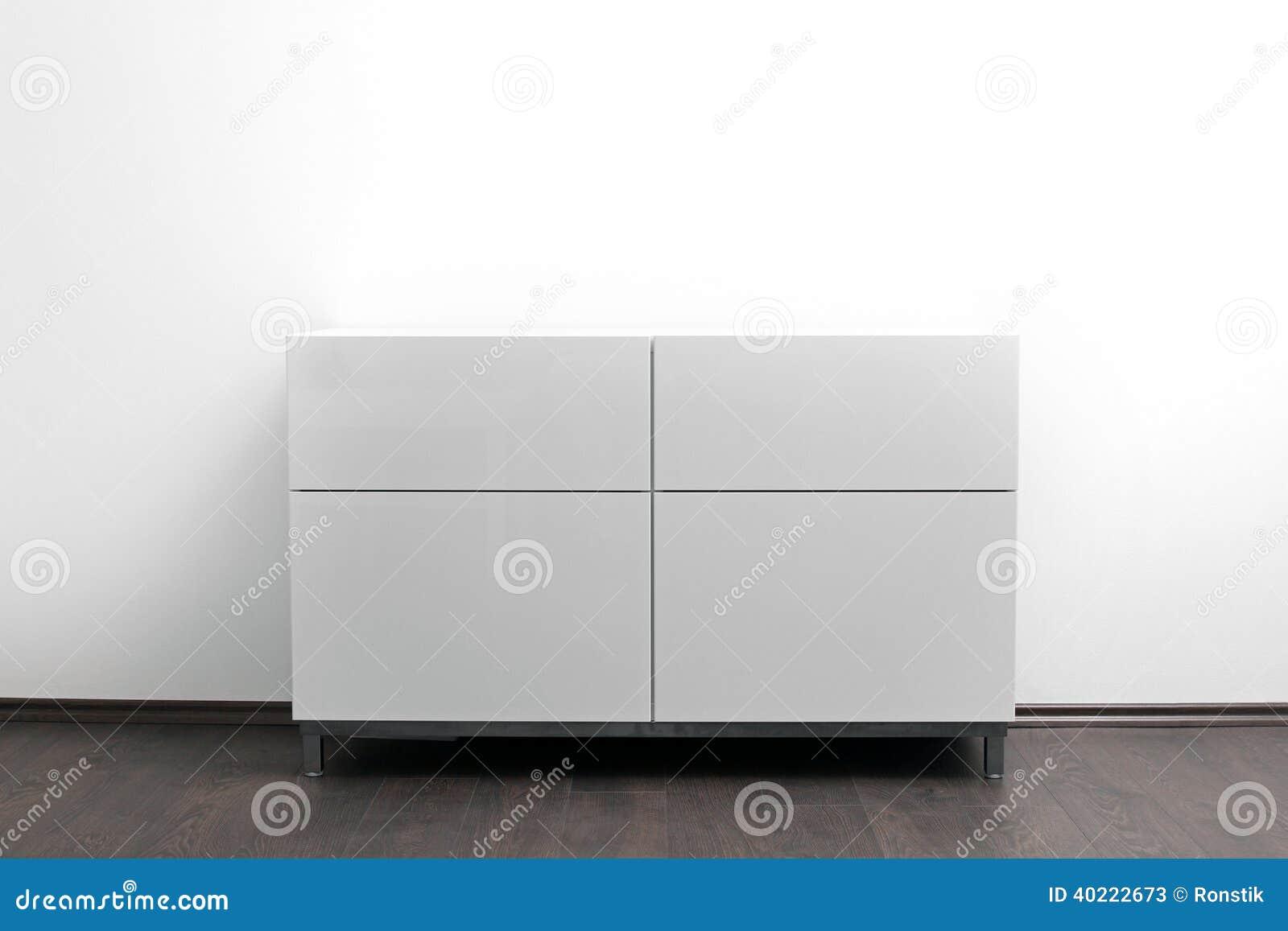 Witte Ladenkast In Helder Minimalismbinnenland Stock Foto ...
