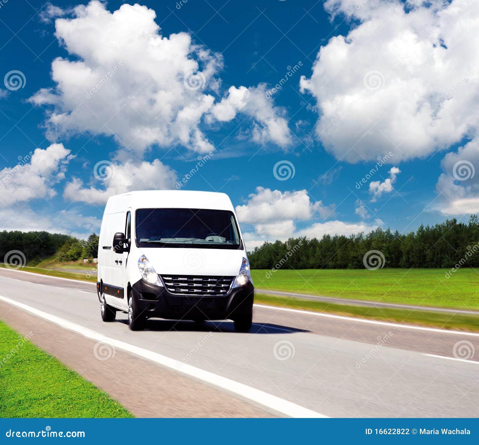 Witte leveringsbestelwagen