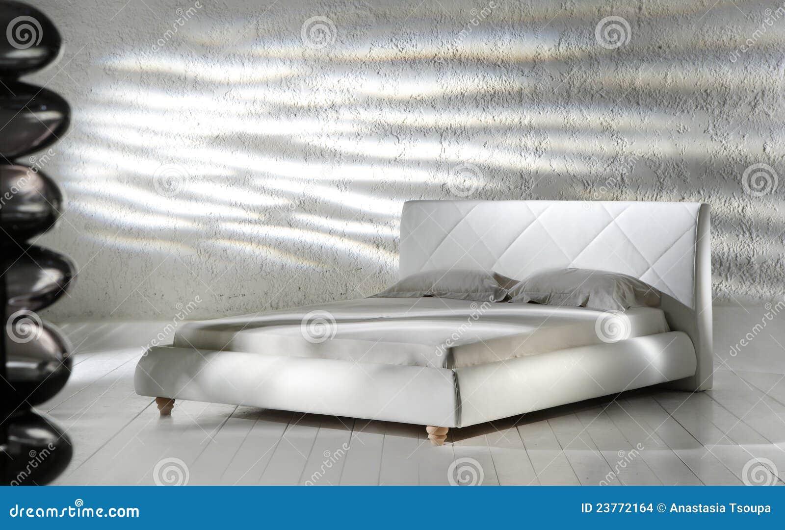 Witte minimalistische slaapkamer stock afbeeldingen afbeelding 23772164 - Witte hoofdeinde ...
