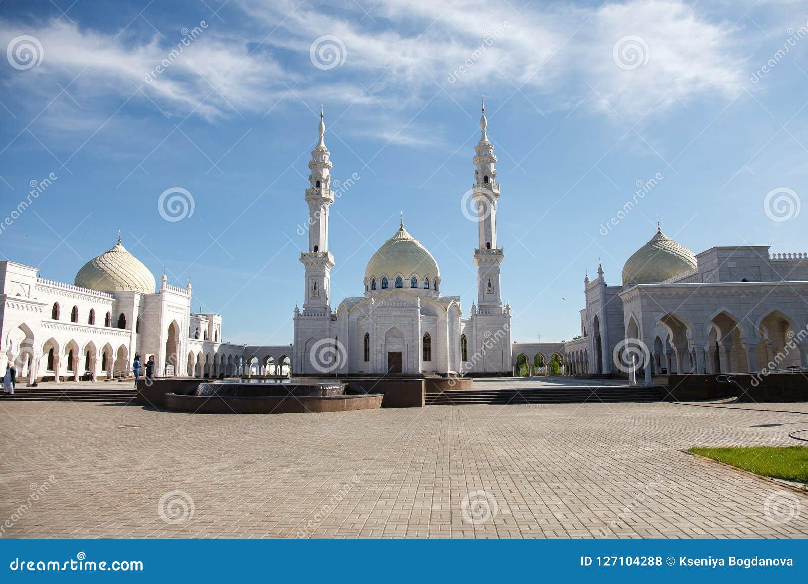 Witte moskee in aanbouw in Bolgar, Tatarstan, Rusland