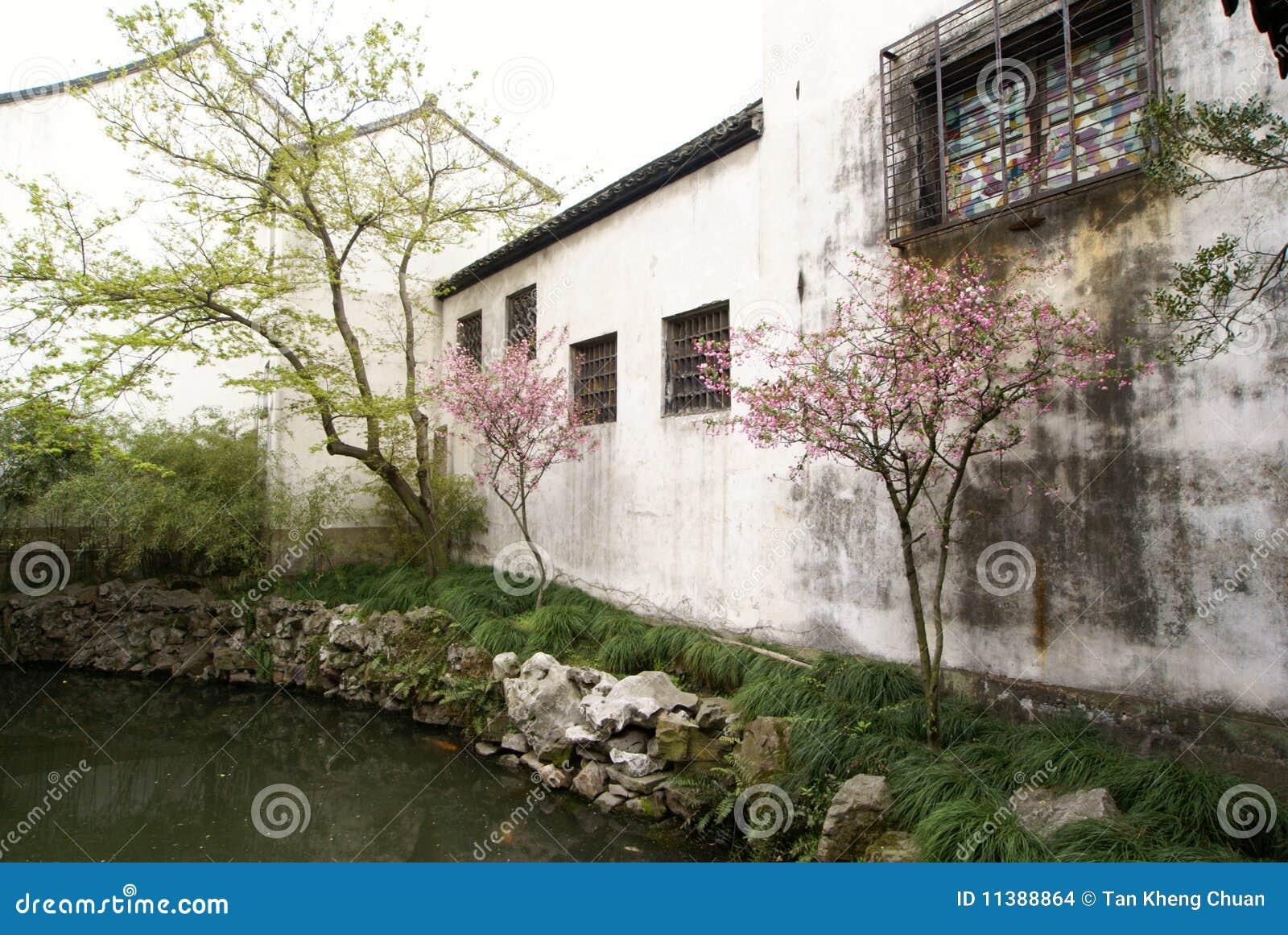 Witte Muur Van Chinese Tuin In Suzhou Stock Afbeeldingen   Beeld  11388864