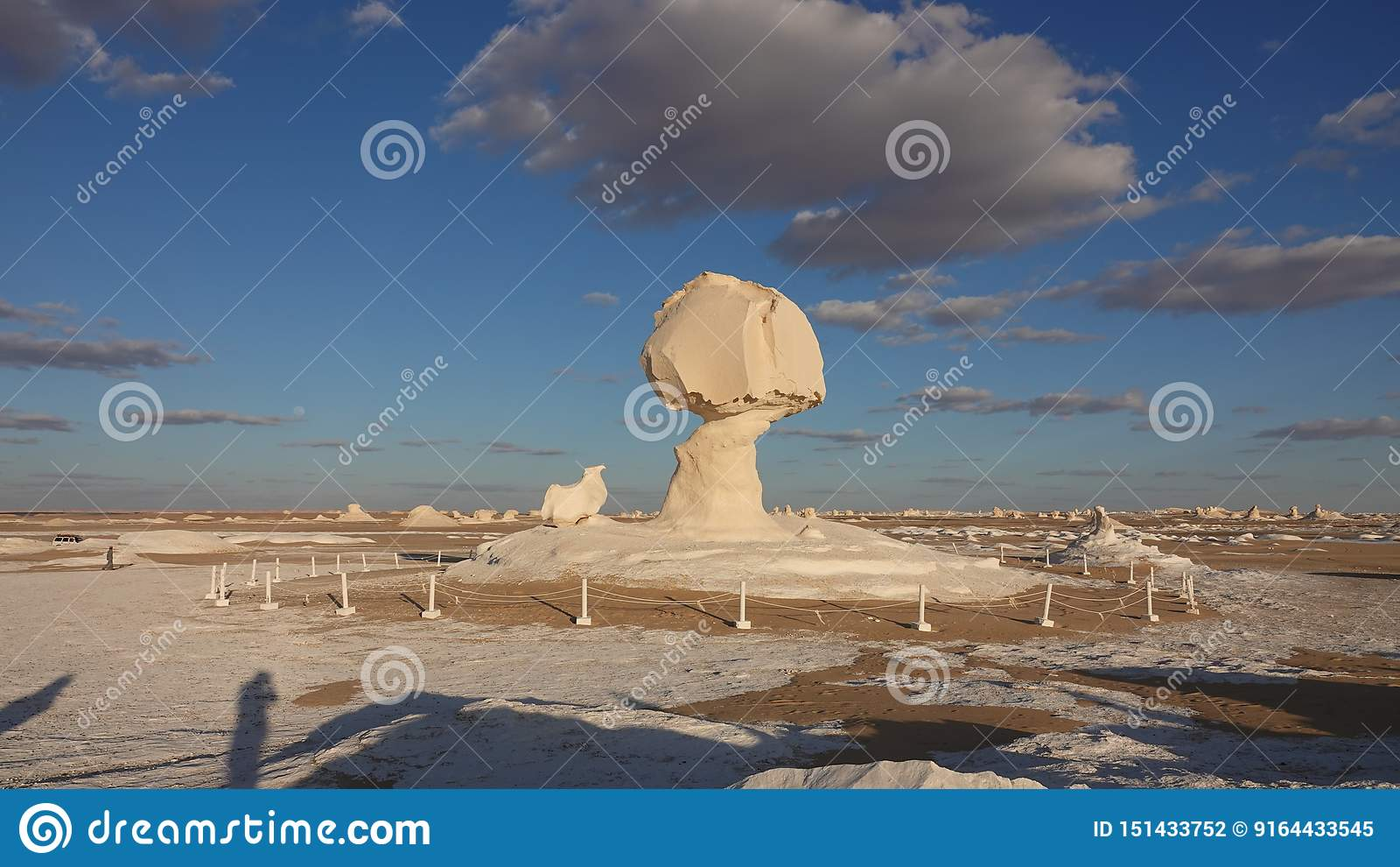 Witte Rots in woestijn in Egypte