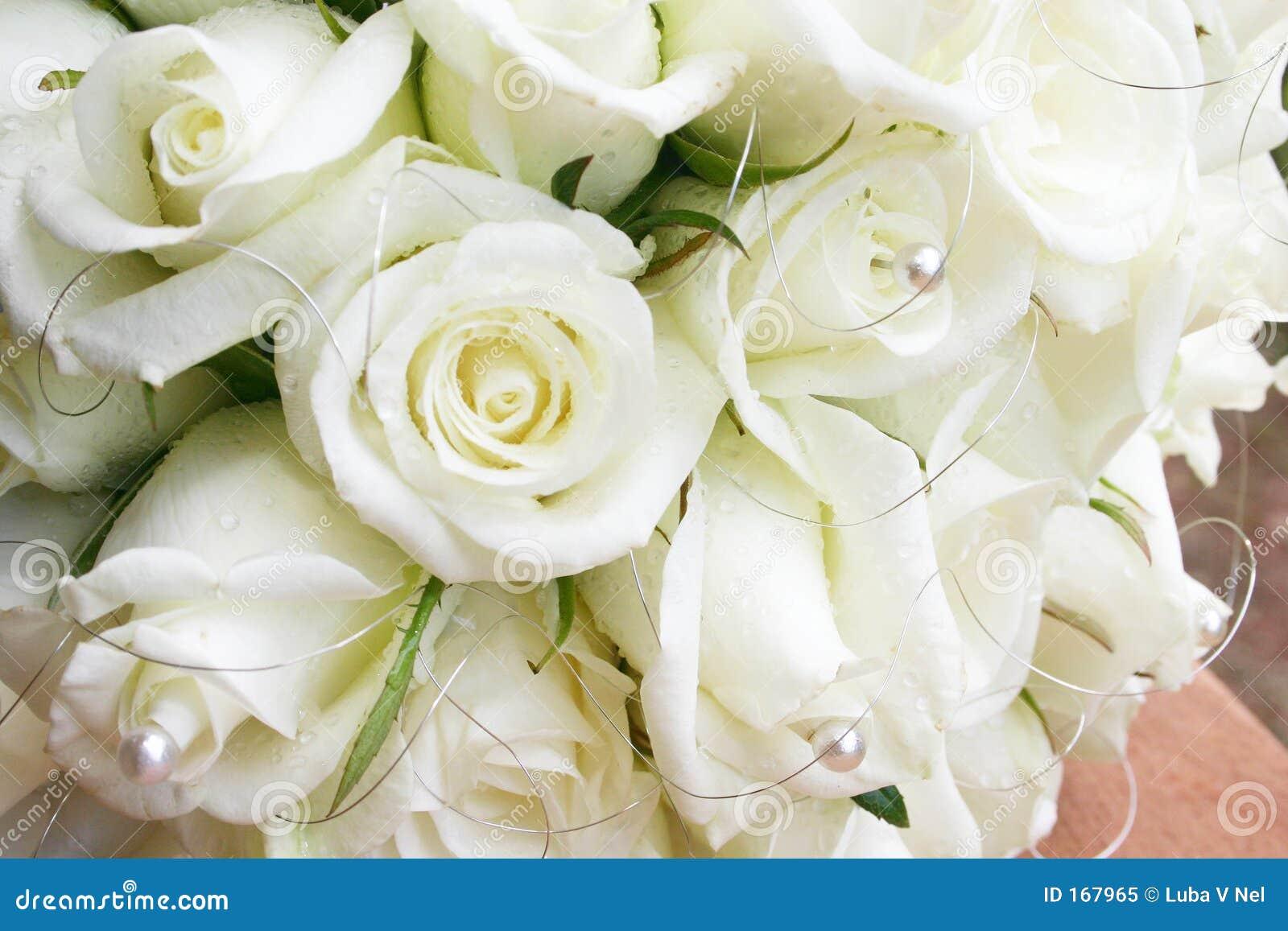 Witte rozen met parels