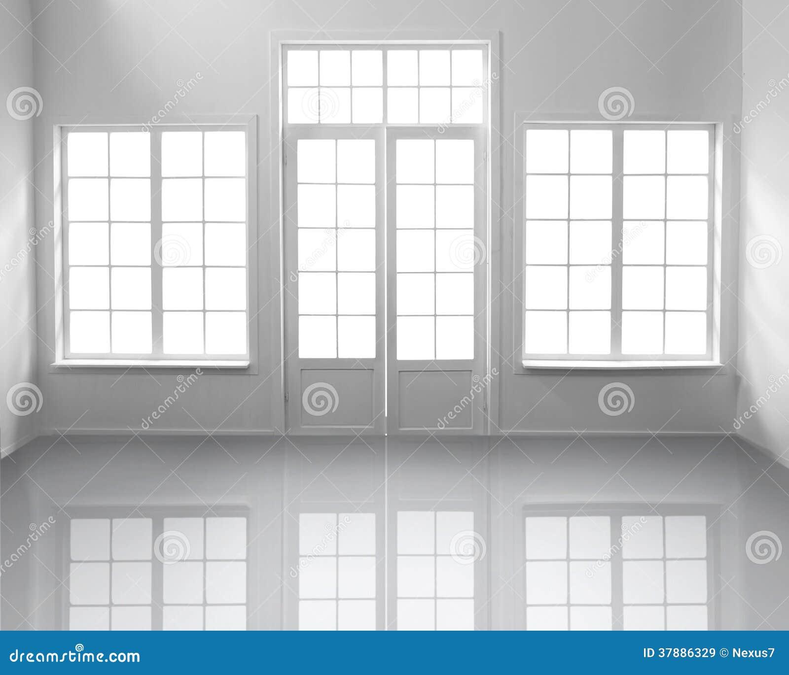 Witte ruimte met vensters