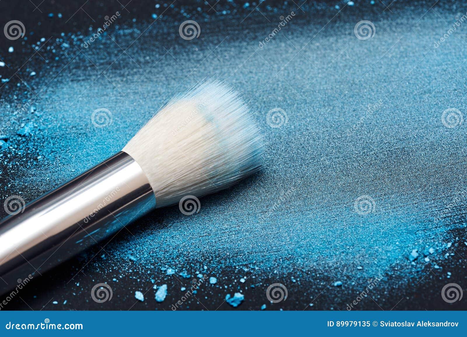 Witte Samenstellingsborstel op gesmeerd blauw Poeder