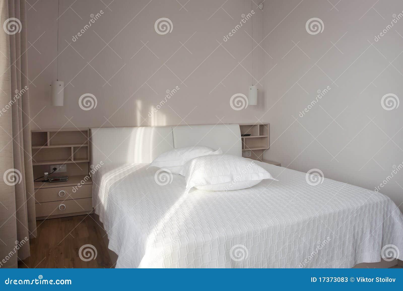 Witte Slaapkamer Stock Fotos - Afbeelding: 17373083