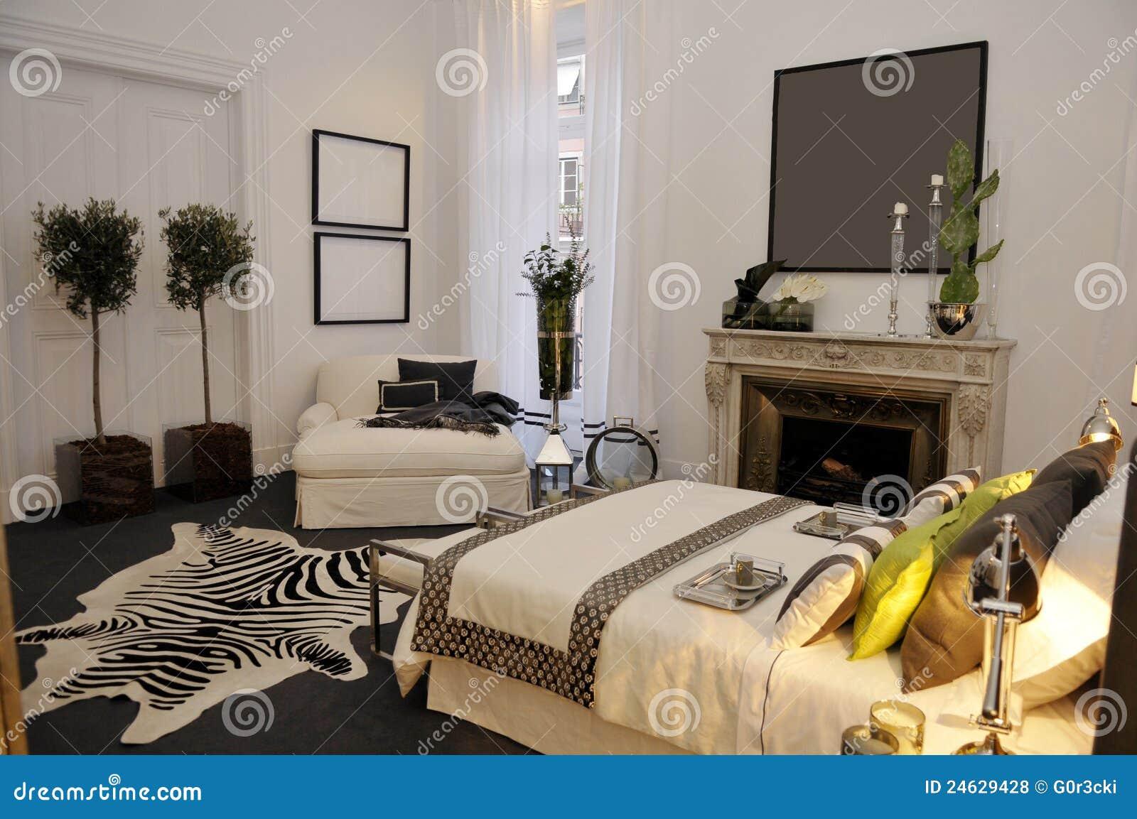 Grijs Met Witte Slaapkamer : Modern Bedroom with Fireplace