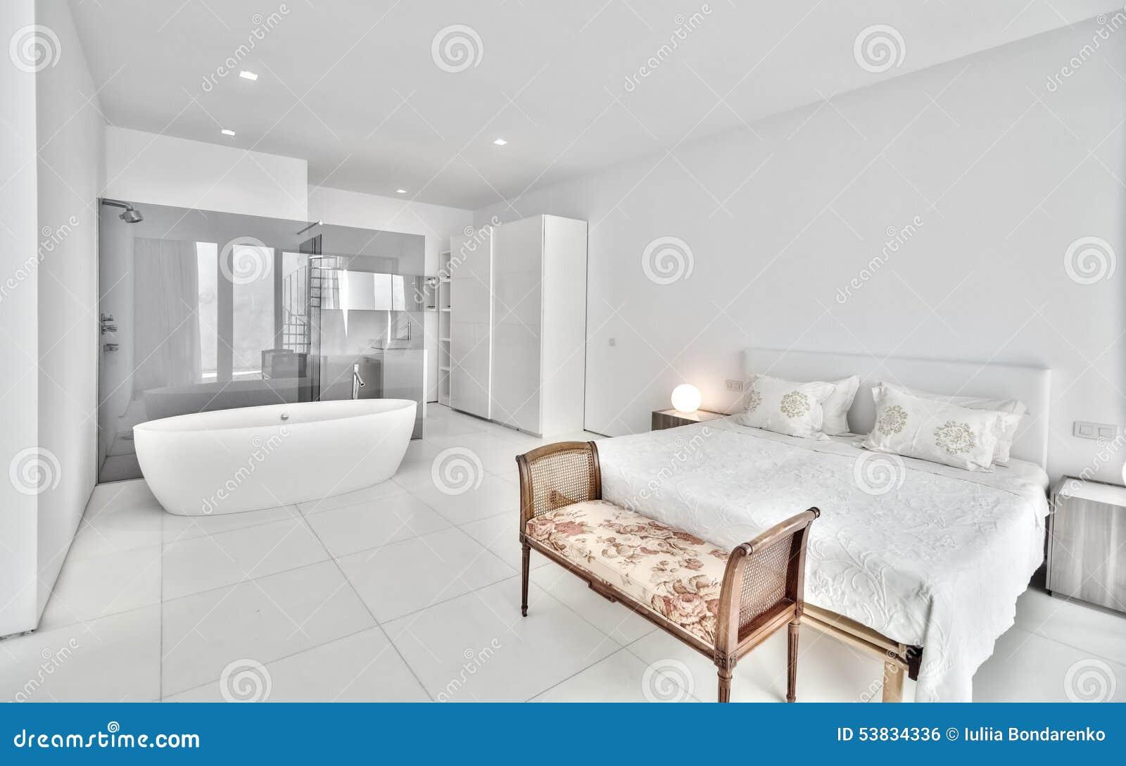 De Witte Slaapkamer : Witte slaapkamer in de moderne villa stock foto afbeelding