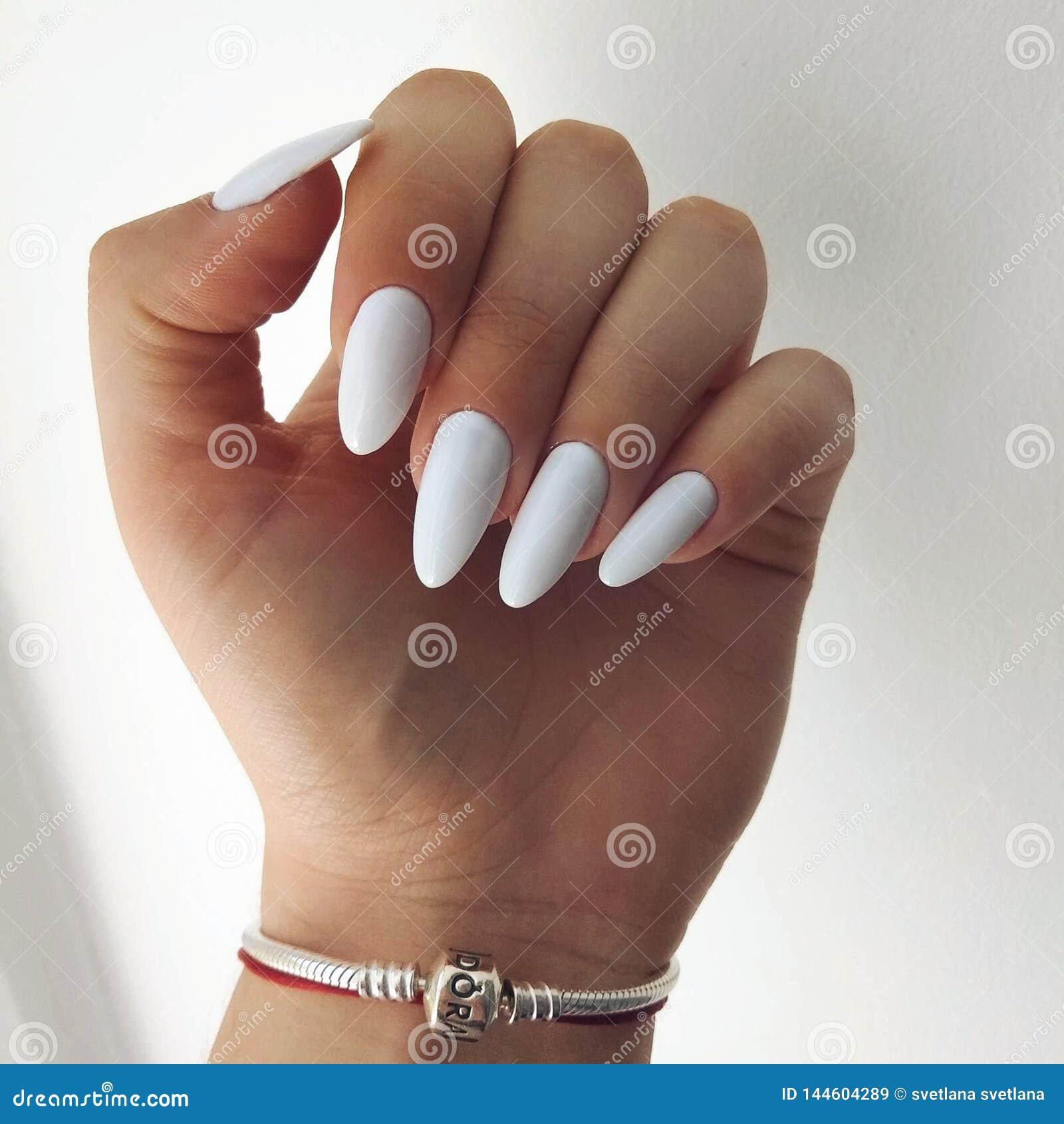 Witte spijkers