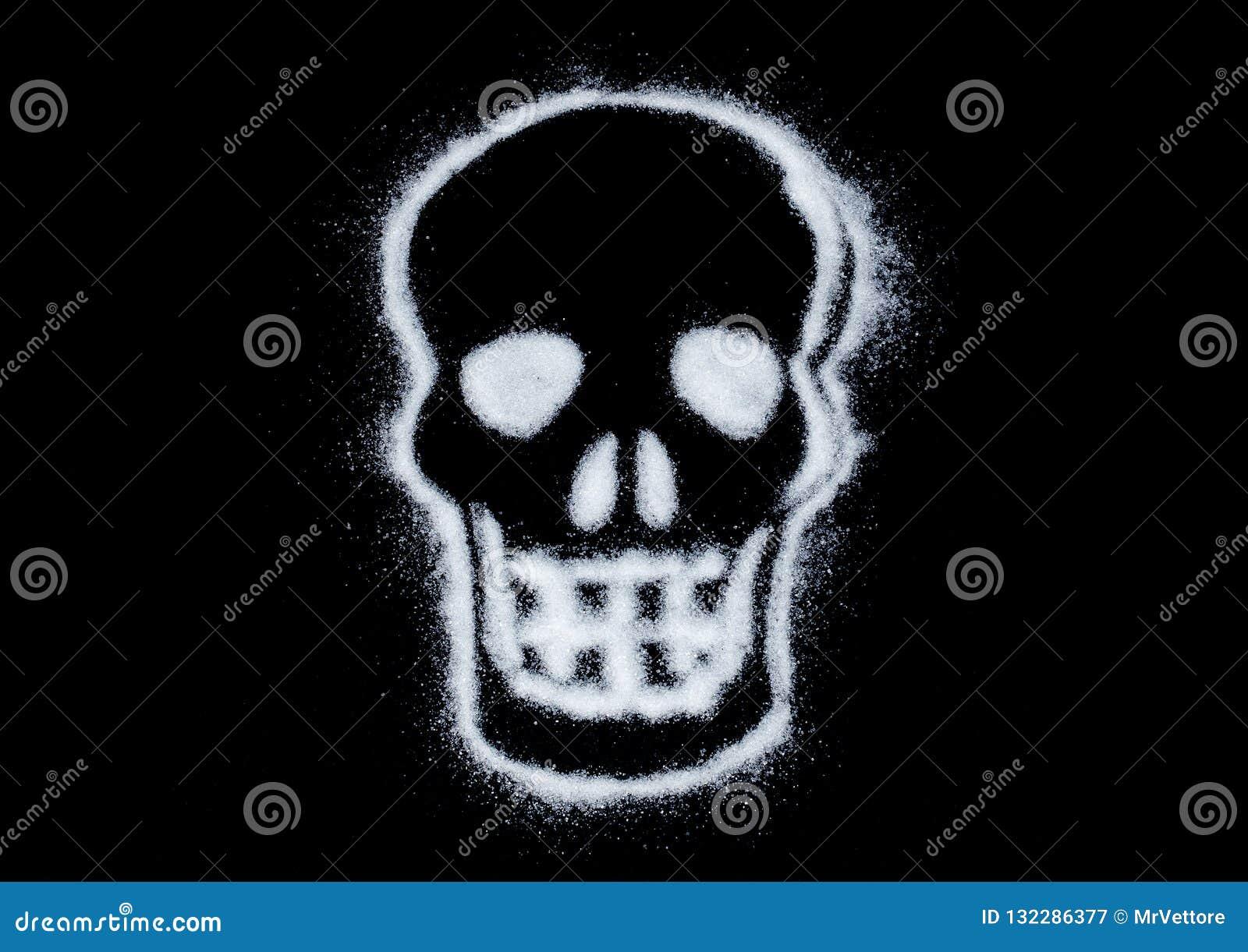 Witte suiker in vorm van de schedel op zwarte achtergrond Het teken van de voorzichtigheid Dodelijke verslaving