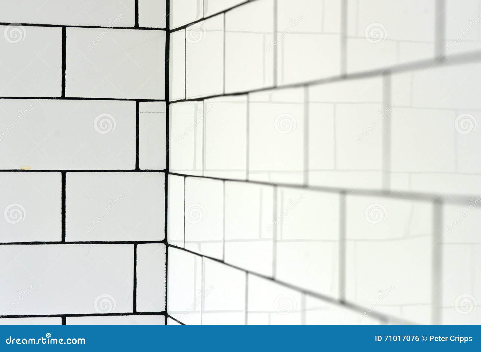 Witte uitstekende metro tegels stock foto afbeelding 71017076 - Tegel metro wit ...