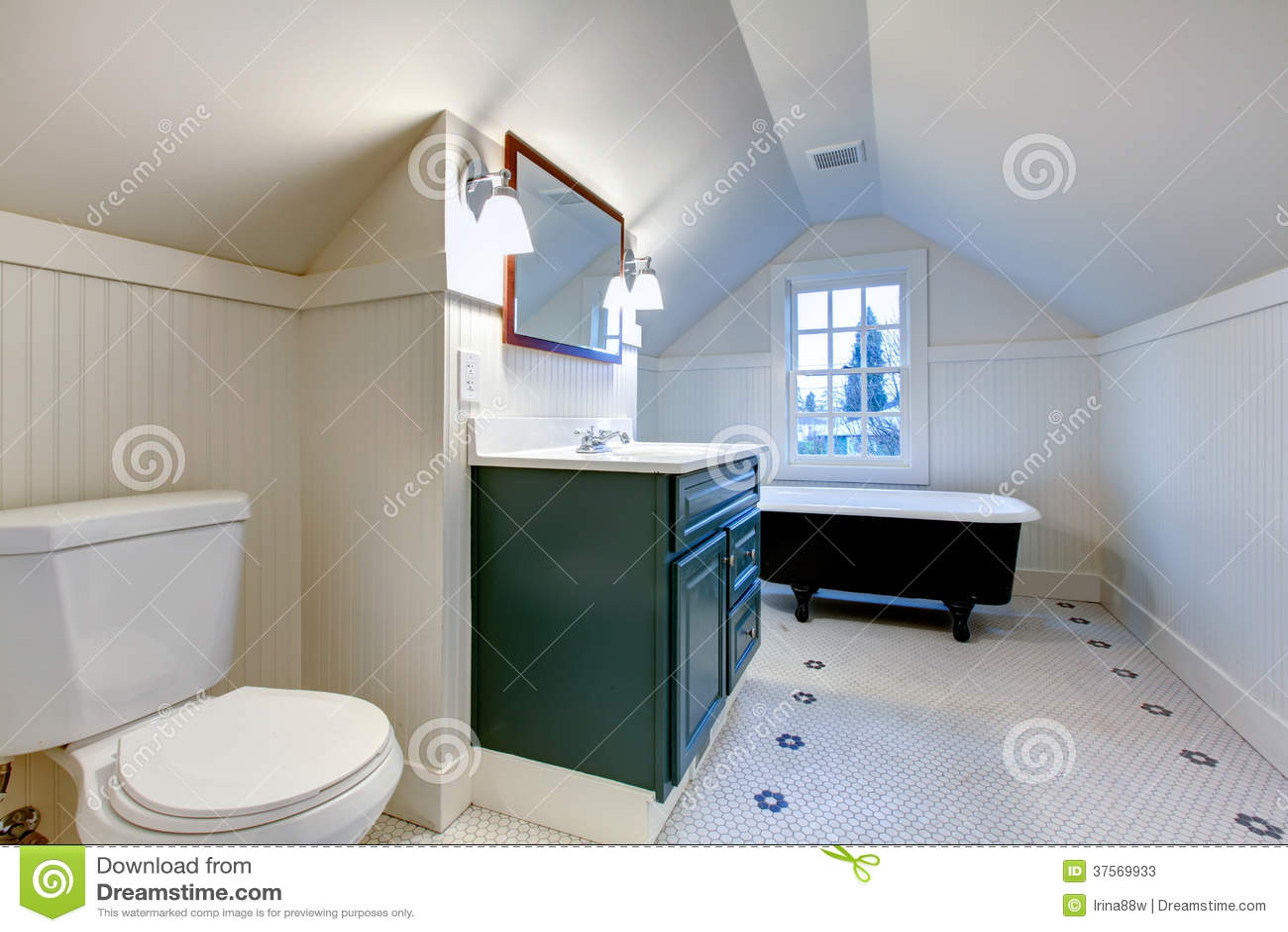 Witte verfrissende badkamers met de antieke buis van het stijlbad stock afbeelding afbeelding - Witte badkamer en bruin ...