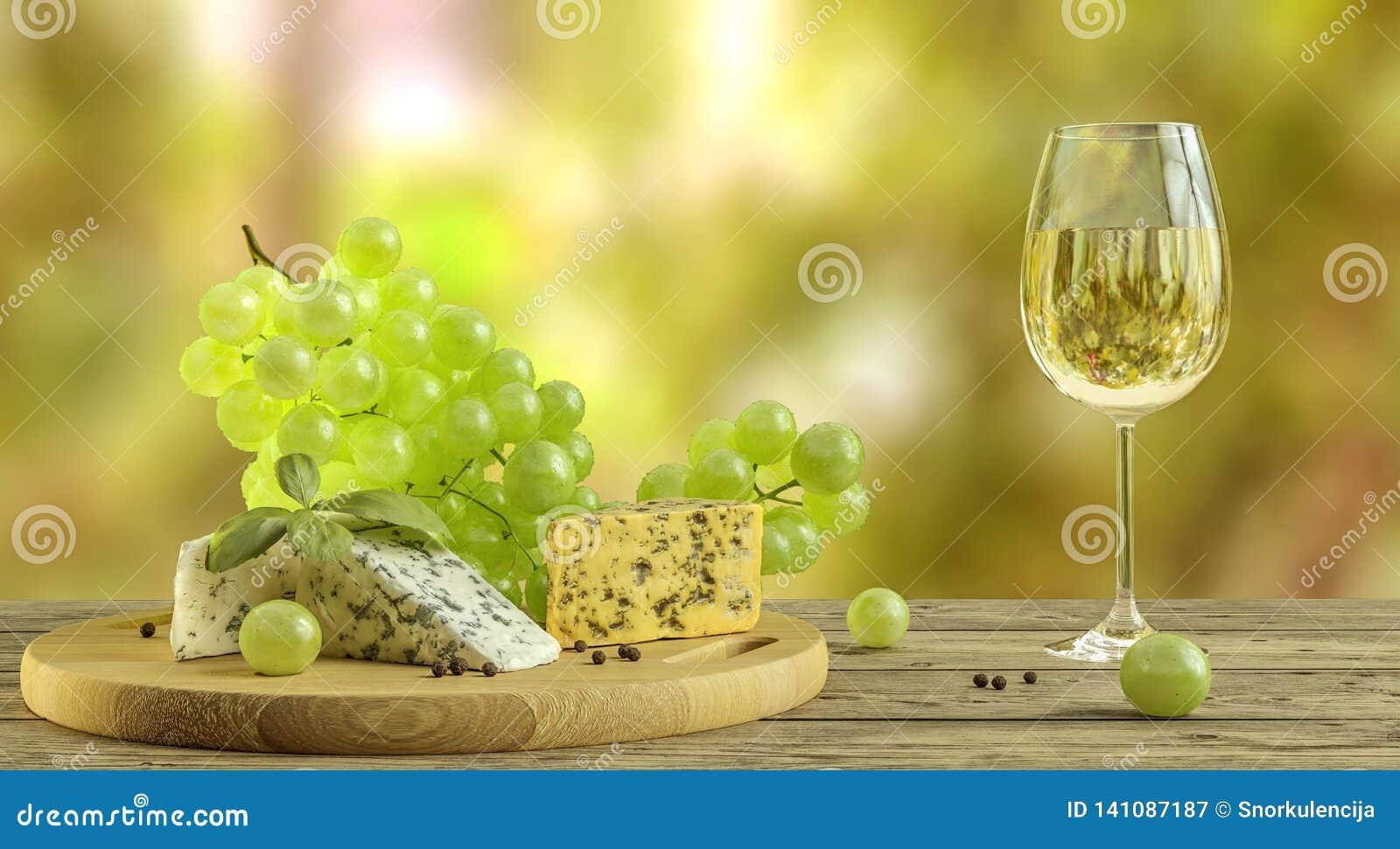 Witte wijn, kaas en druiven op houten lijst met vaag wineyard op achtergrond
