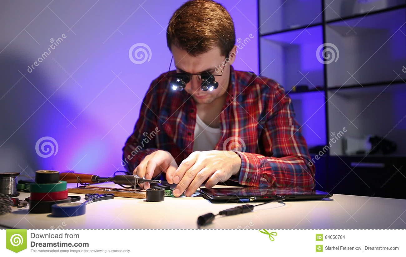 The Wizard Verifies Solder On Circuit Board With A Download Magnifying Glass Diode Illumination Stock Footage Video Of Repair Electronic 84650784
