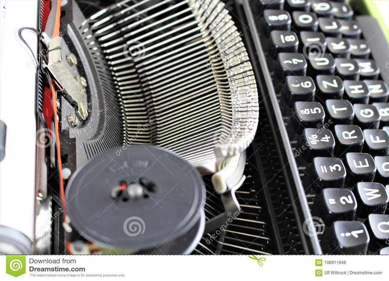 Wizerunek rocznika maszyna do pisania z papierem