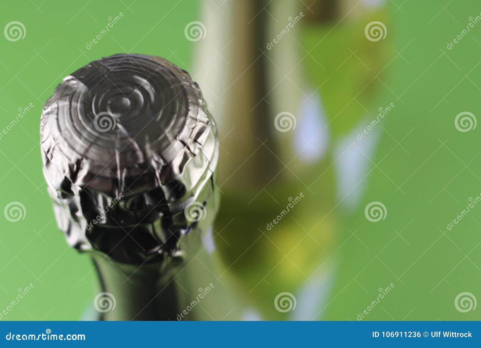 Wizerunek szampańska butelka - rozmyty tło