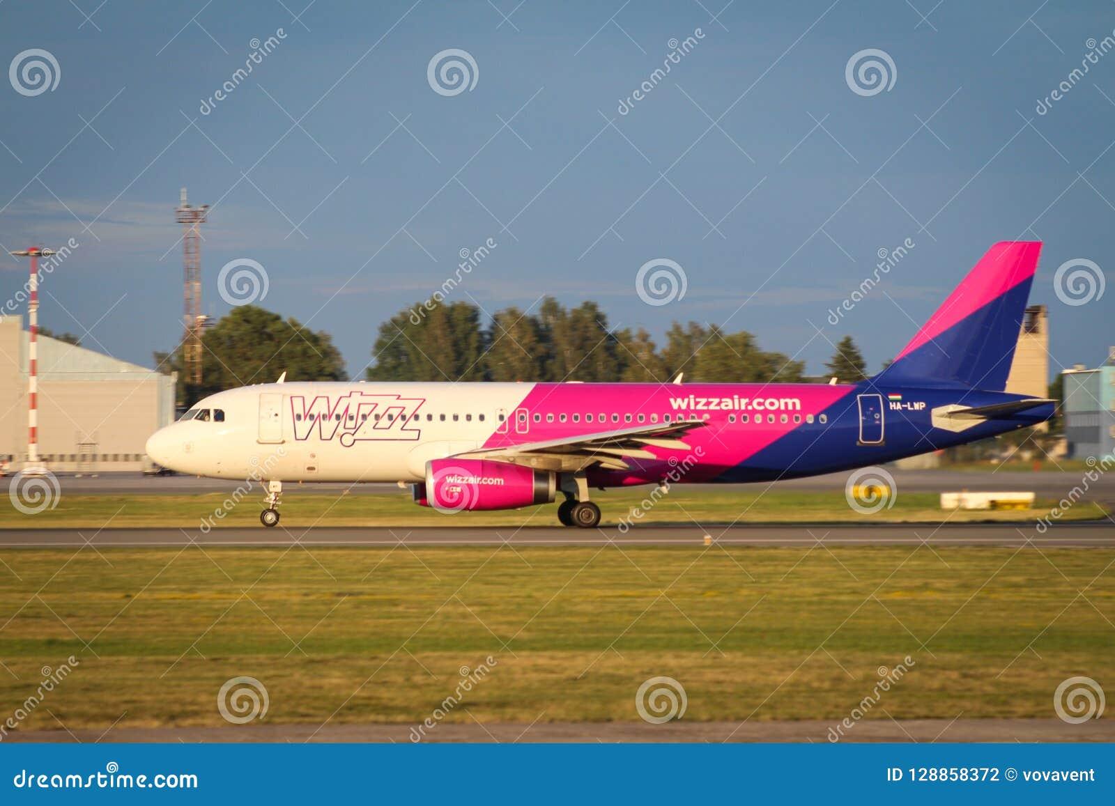 Wizzair Aerobus A321 start od Ryskiego lotniska