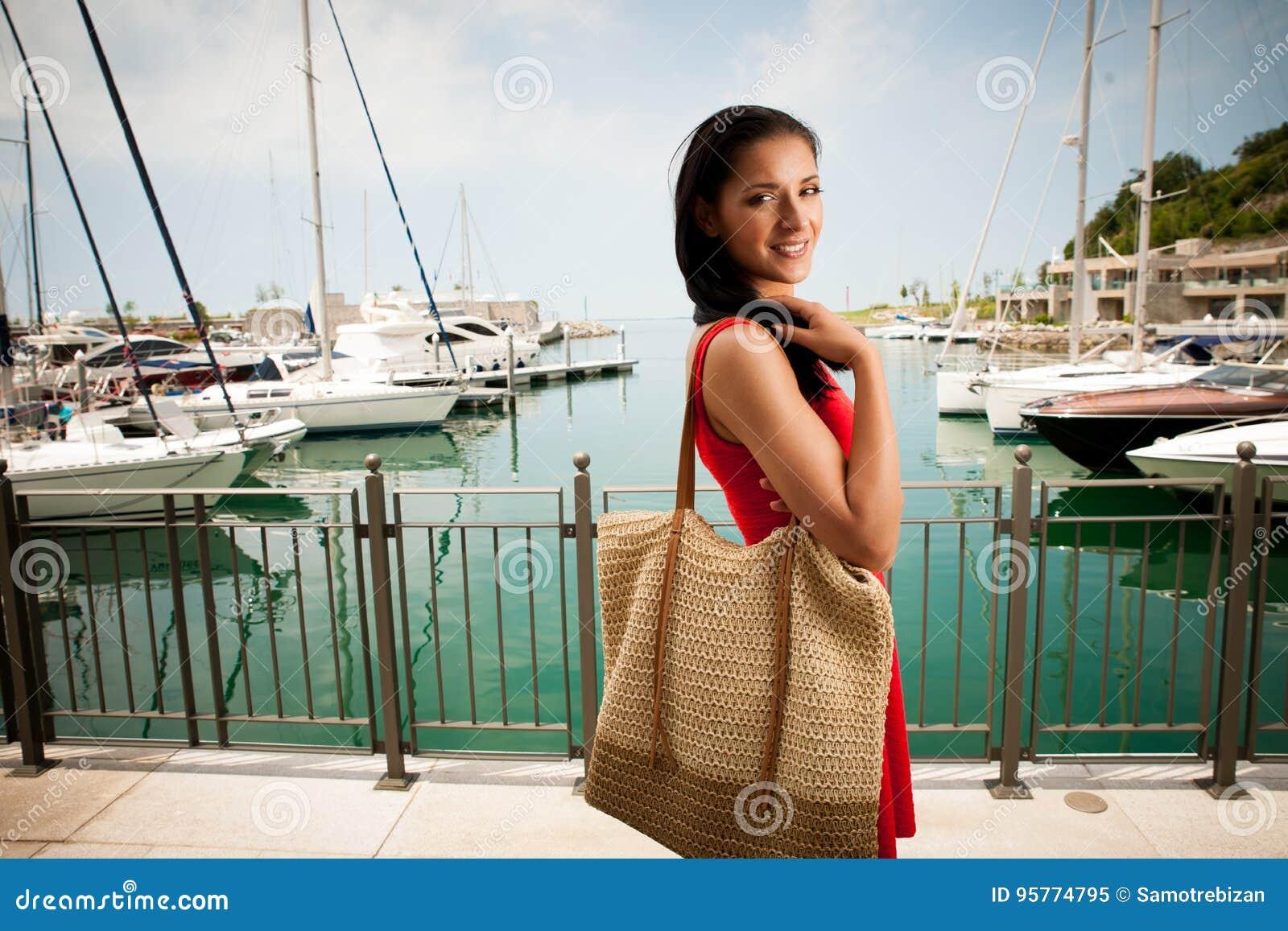 Hot Un Stock >> Wman Walks A City On The Beach On Hot Summer Day Un Beautiful Re
