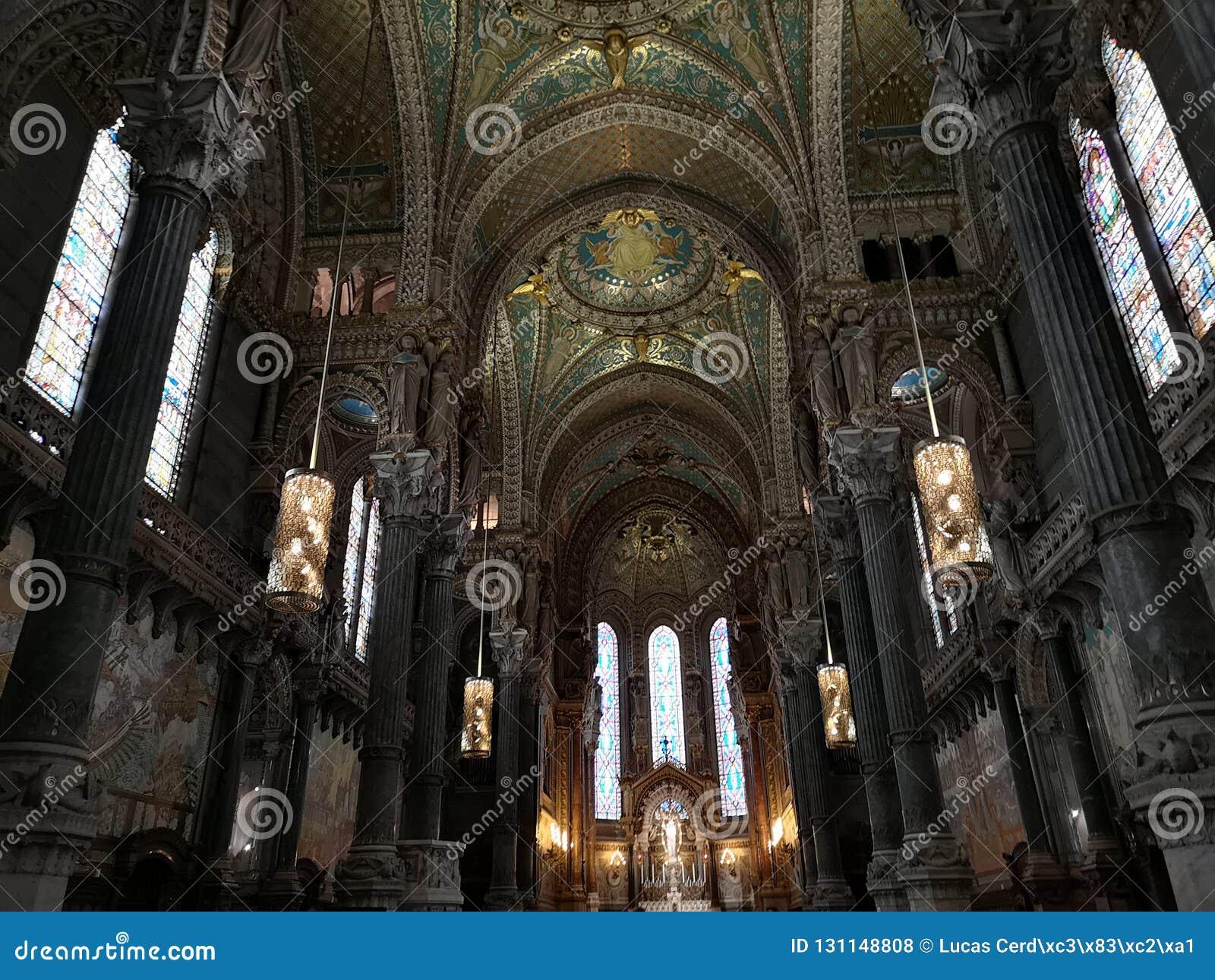 Wnętrze basilic Notre-Dame De fourvière, Lion, Francja