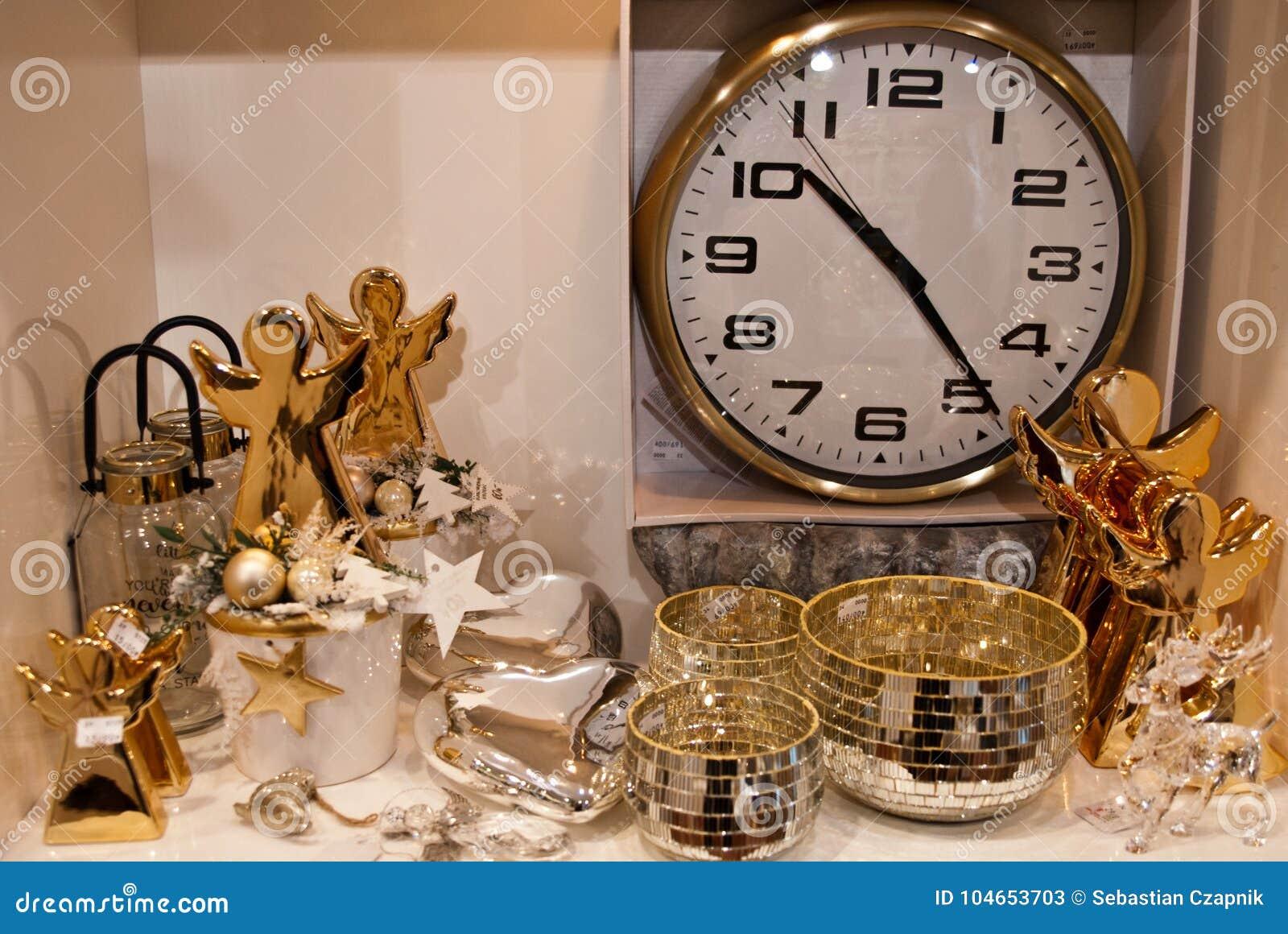 Wnętrze domowi artykuły robi zakupy z Bożenarodzeniowymi decoratoins