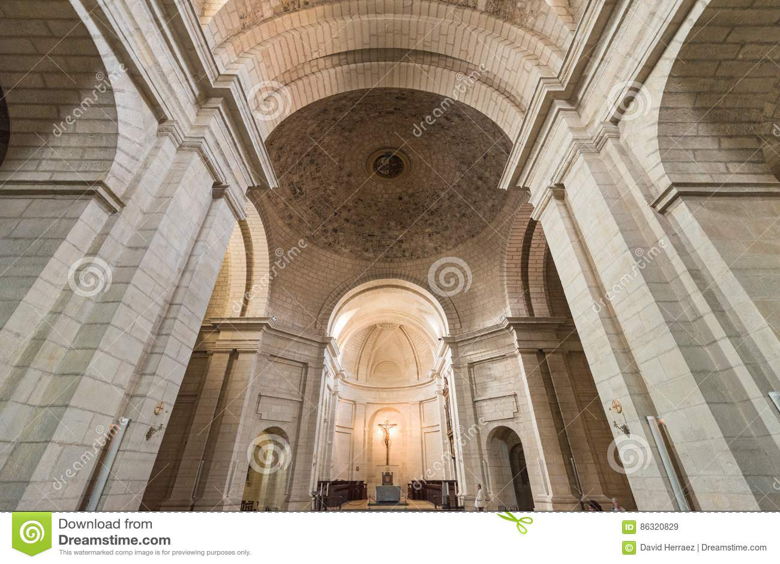 Wnętrze kościół w antyczny monastary Santo Domingo De Silos, Burgos, Hiszpania