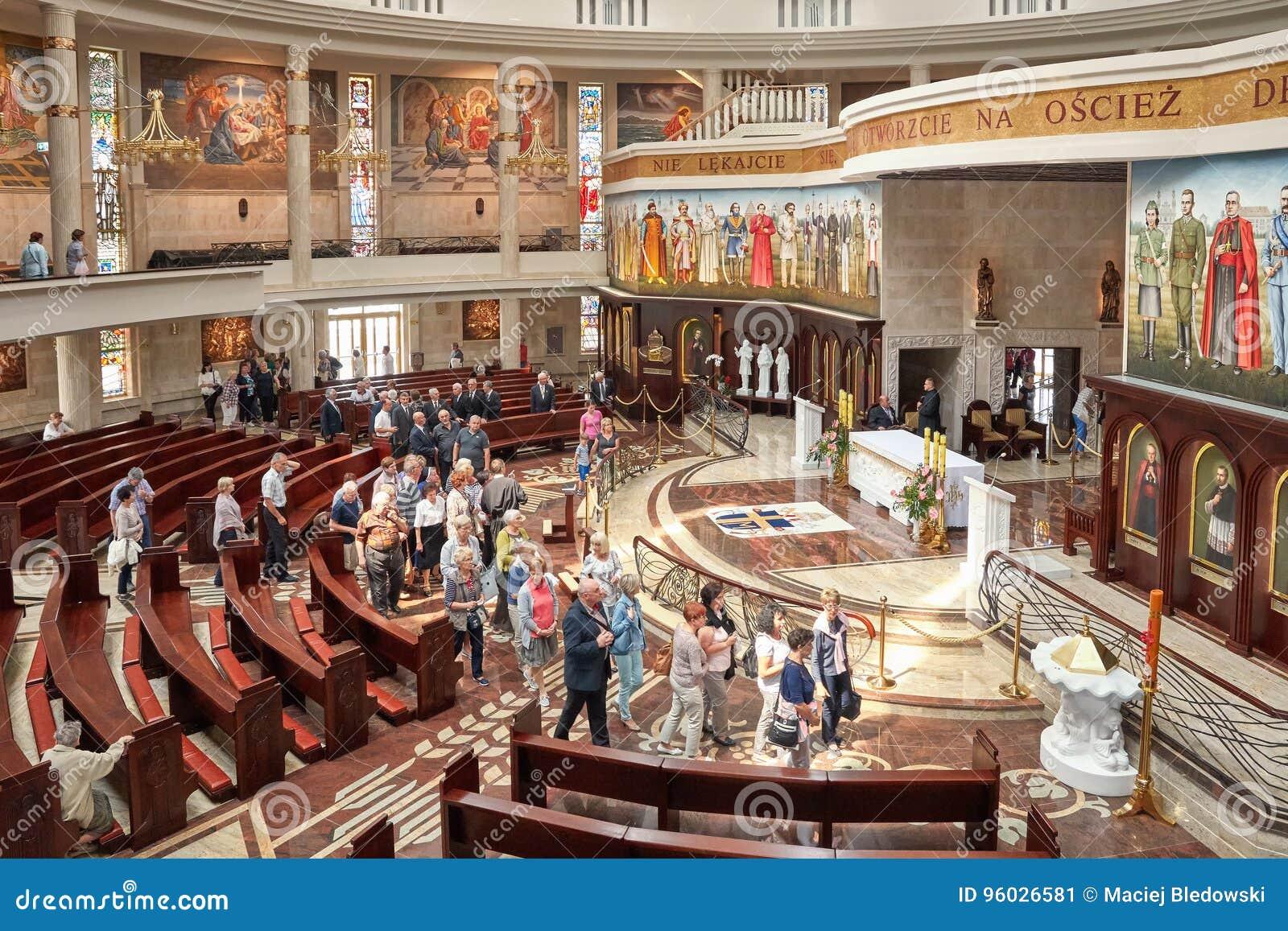 Wnętrze niedawno budująca świątynia Nasz dama gwiazda Nowy Evangelization John Paul II i St