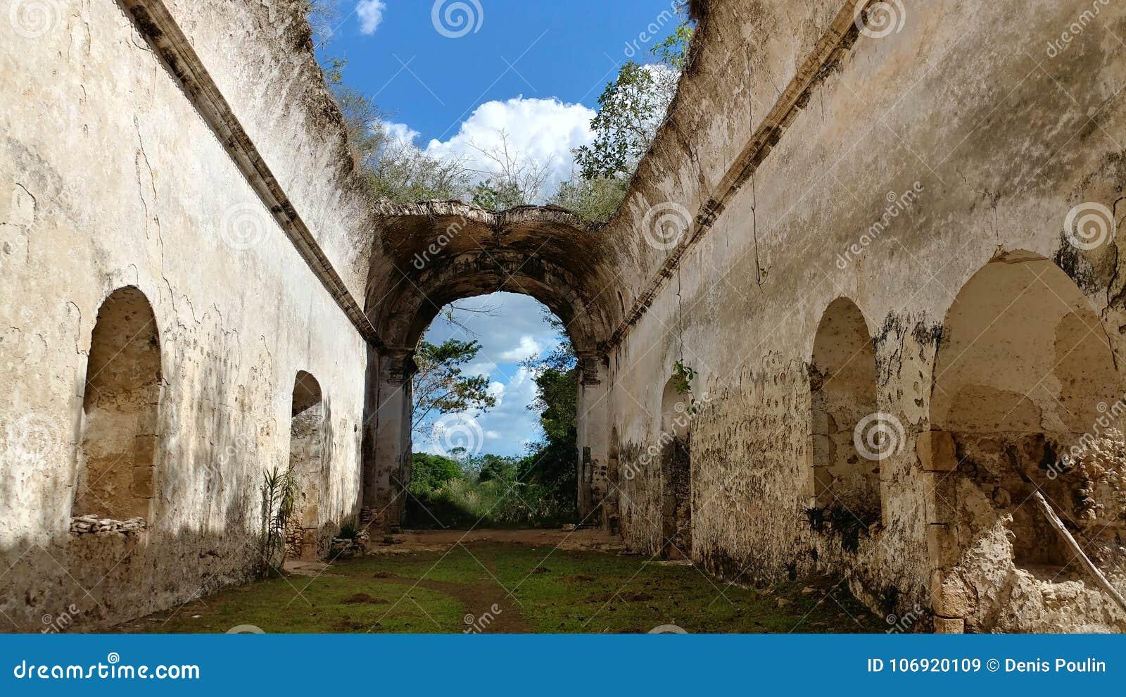 Wnętrze stare kościelne ruiny, Meksyk