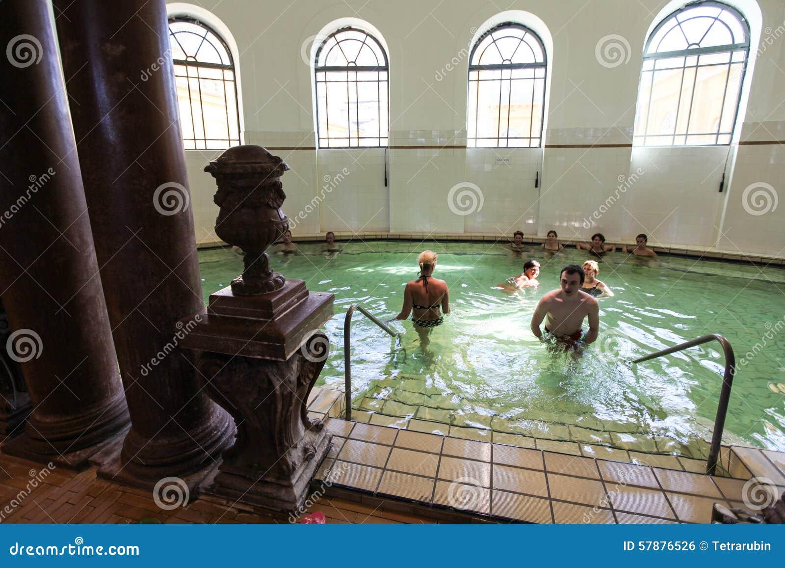 Wnętrze Szechenyi zdrój w Budapest (skąpanie, Therms)