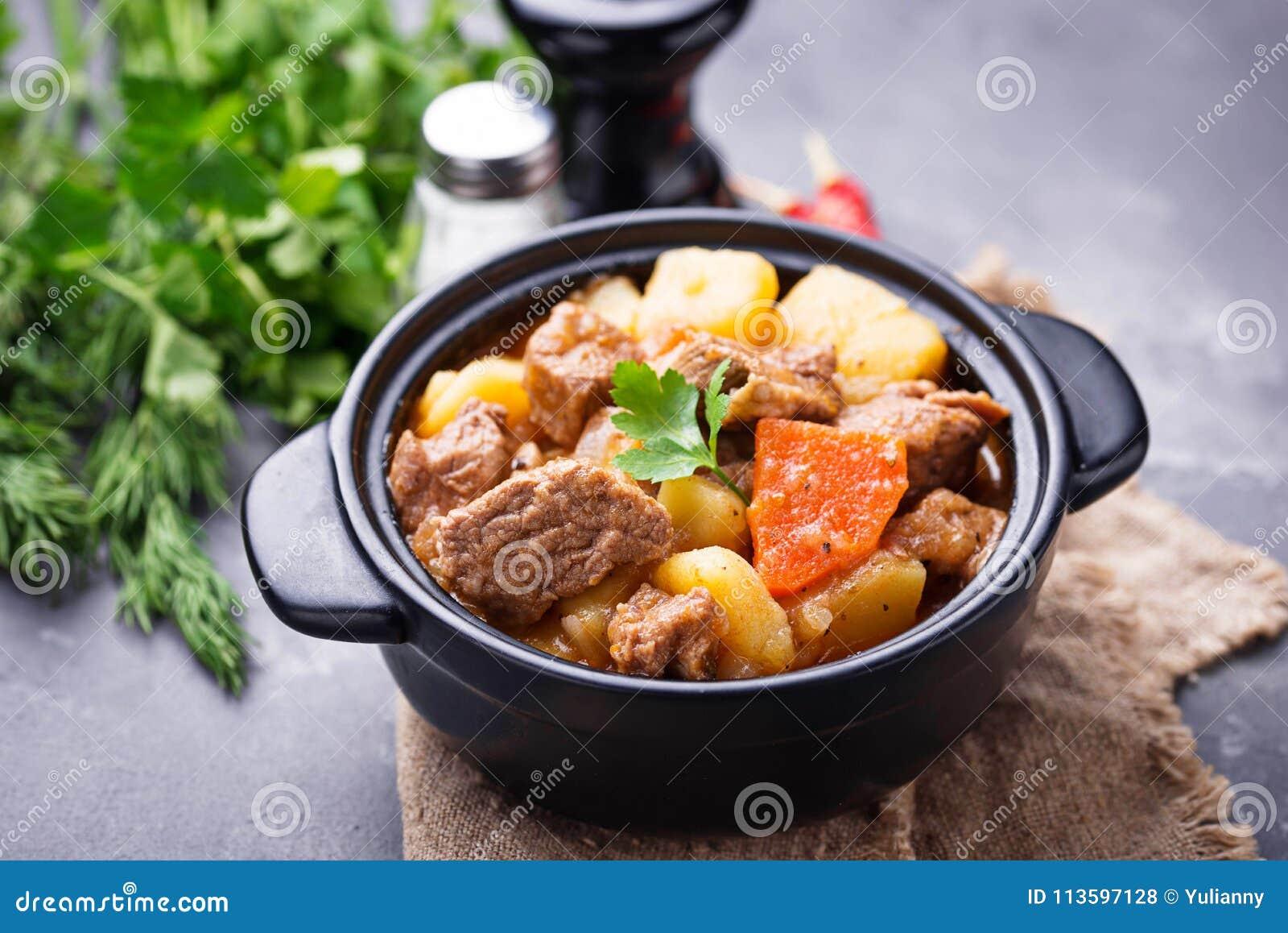 Wołowina gulasz z grulą i marchewką