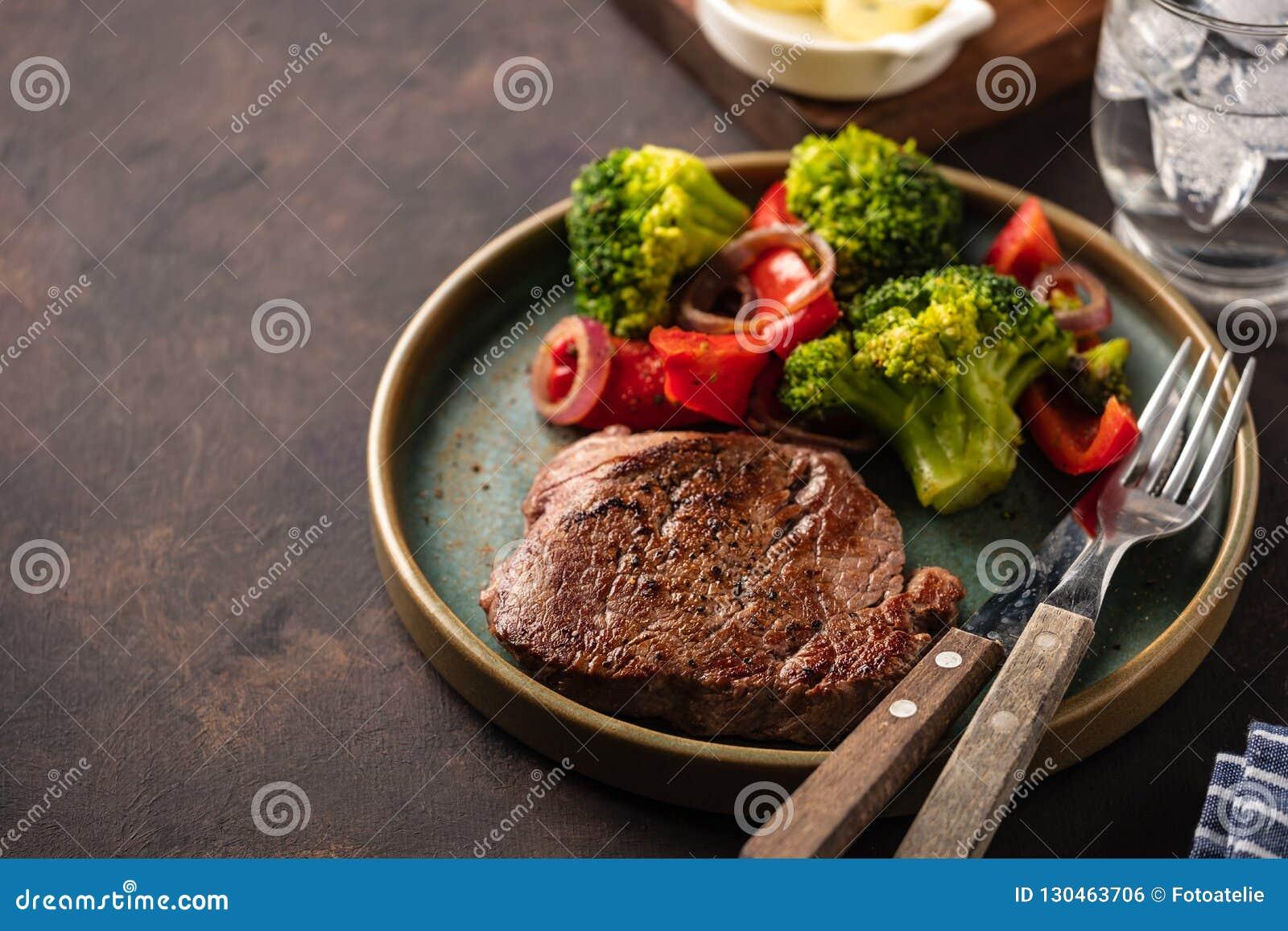 Wołowina piec na grillu stku warzywa Mięso z piec na grillu dzwonkowym peppe