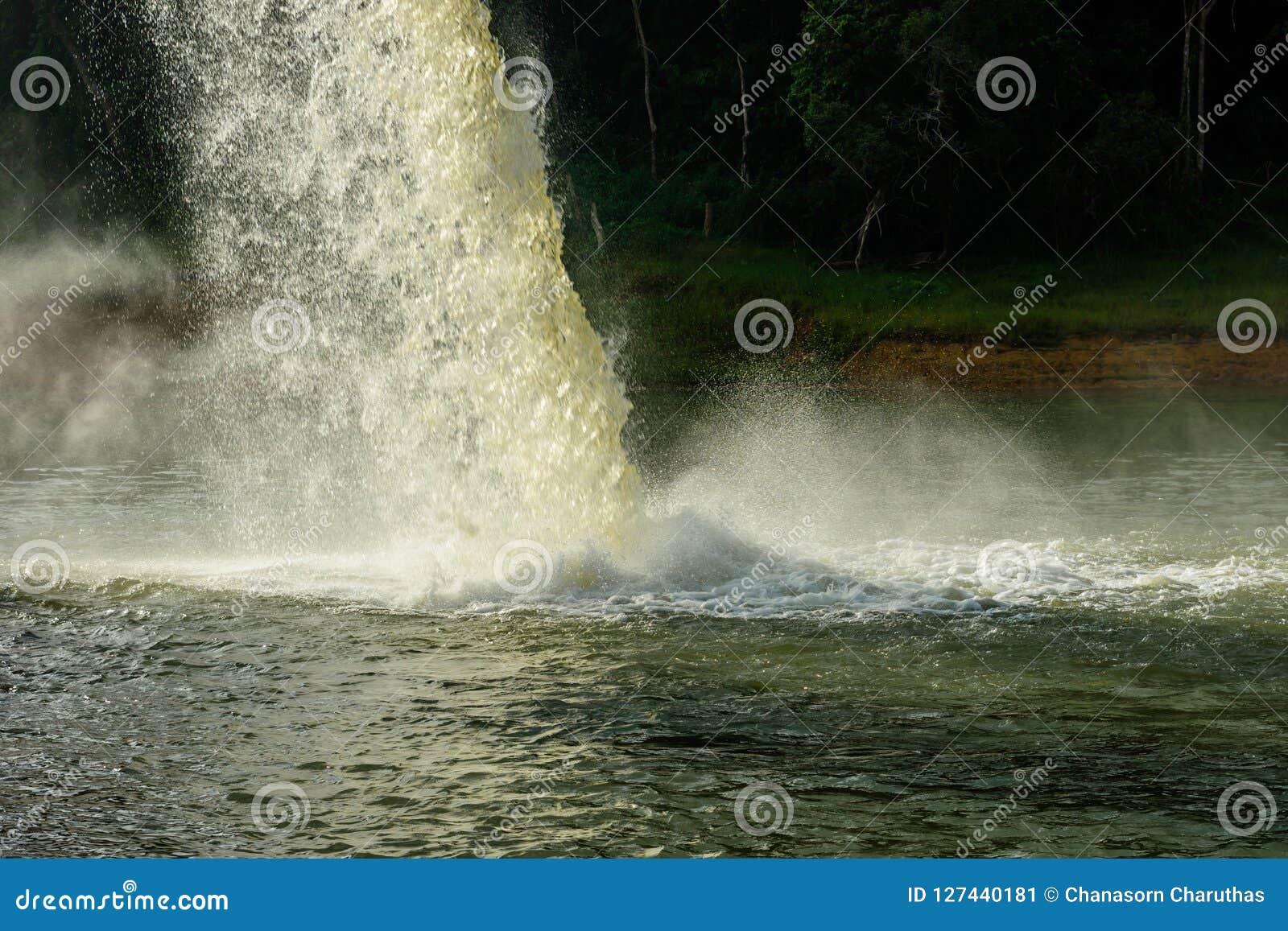 Woda od odcieku W produkci woda