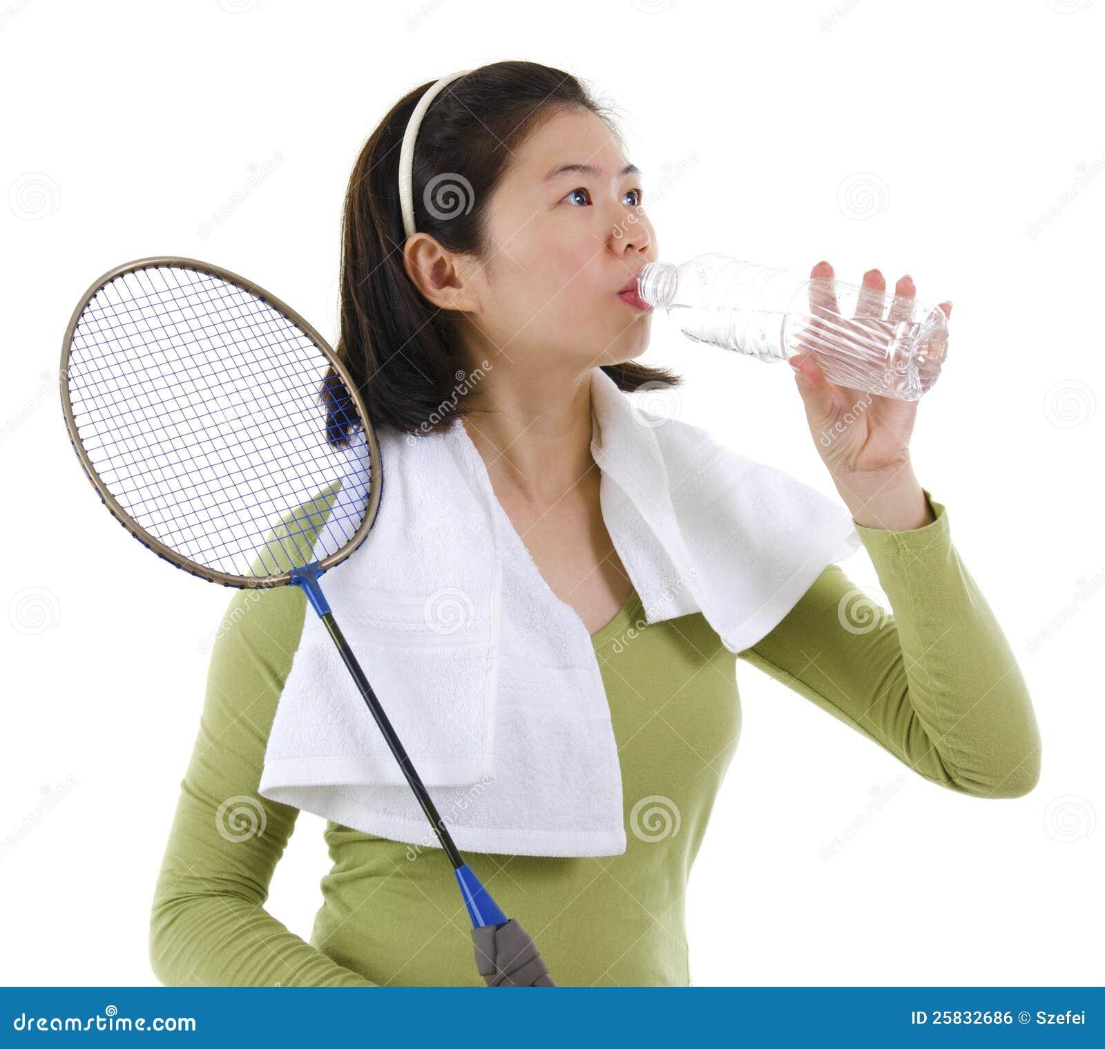 Woda pitna po bawić się badminton