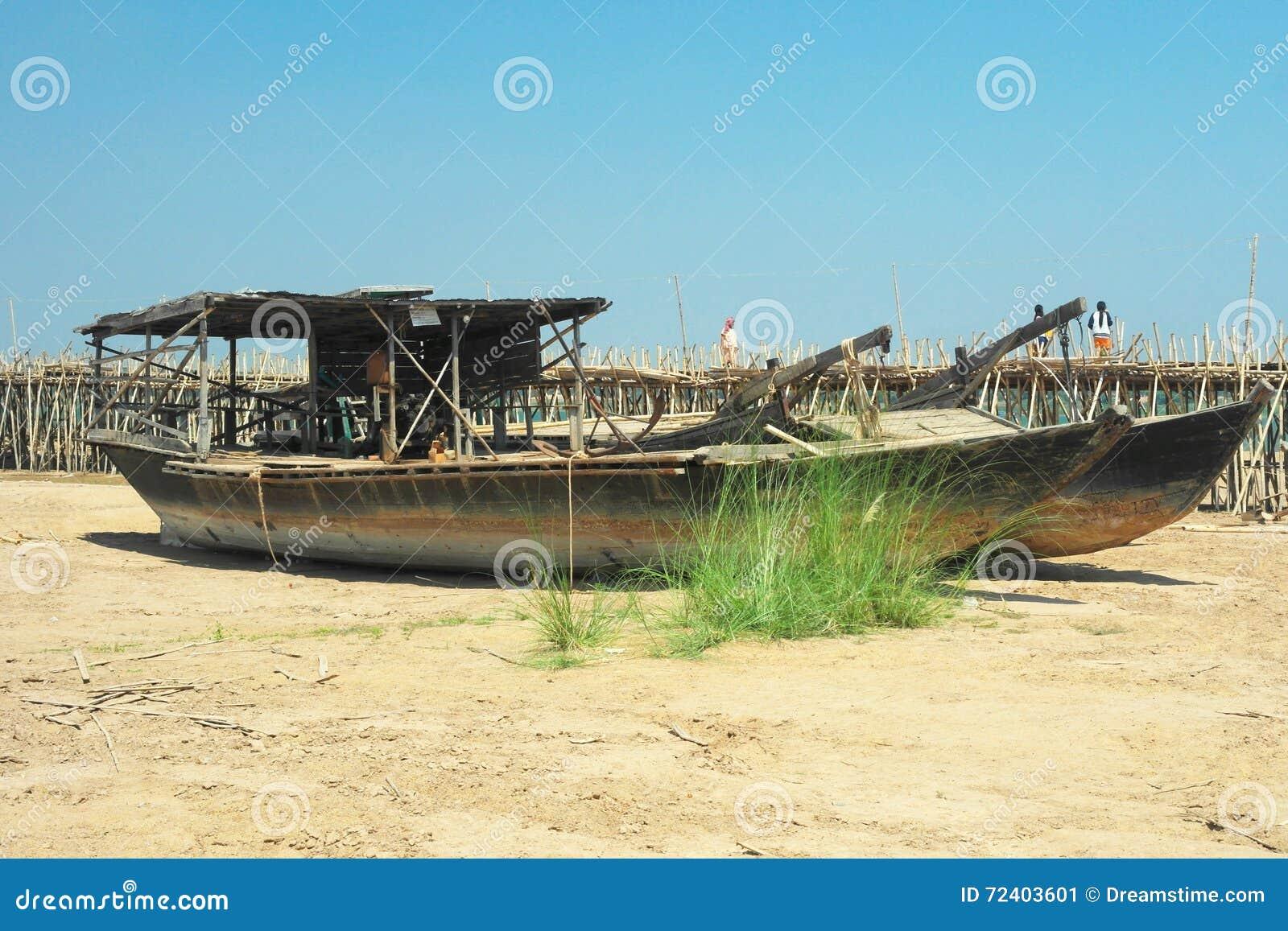 Woden-Boote auf dem Strand