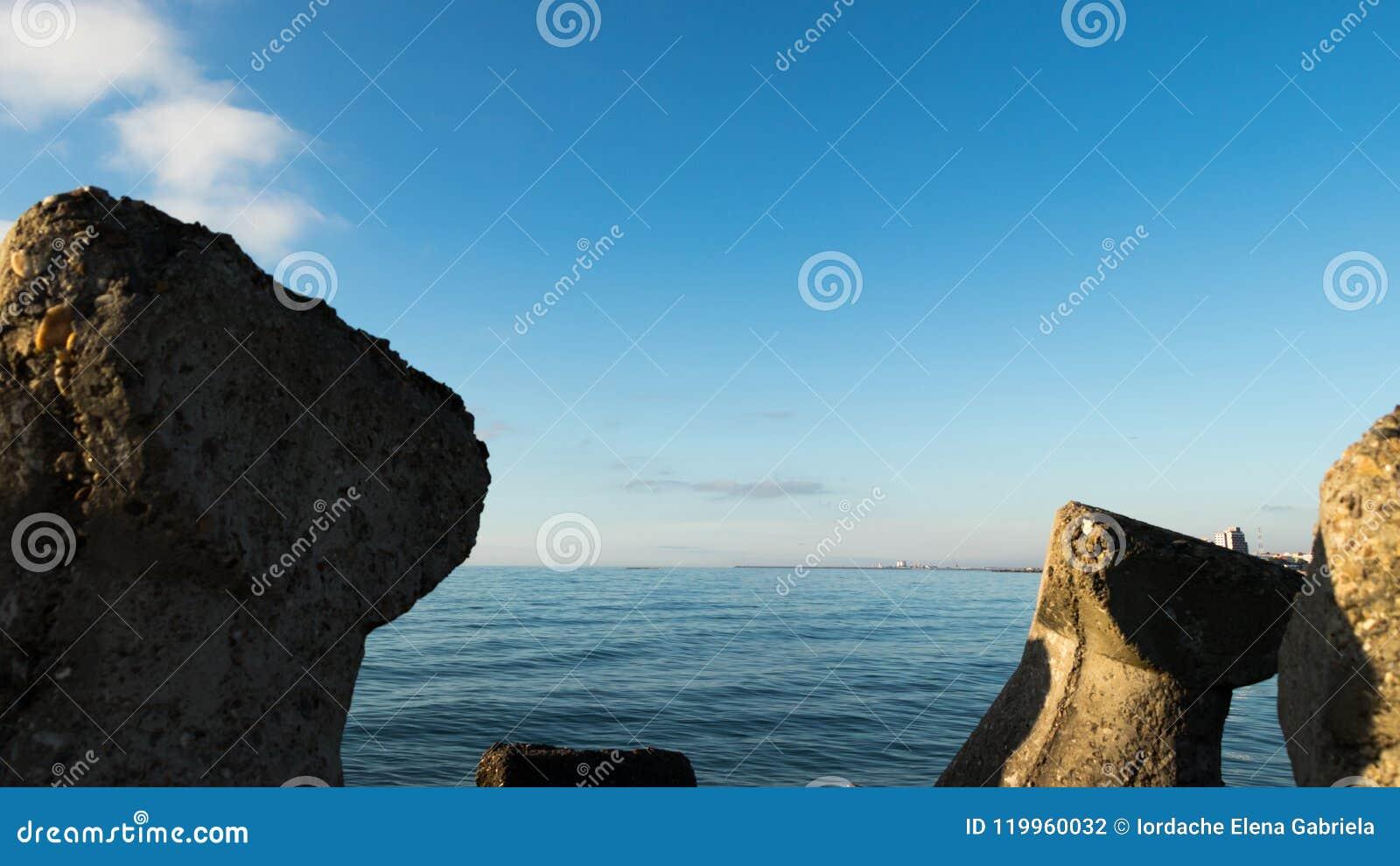 Wodny dennej linii krajobraz