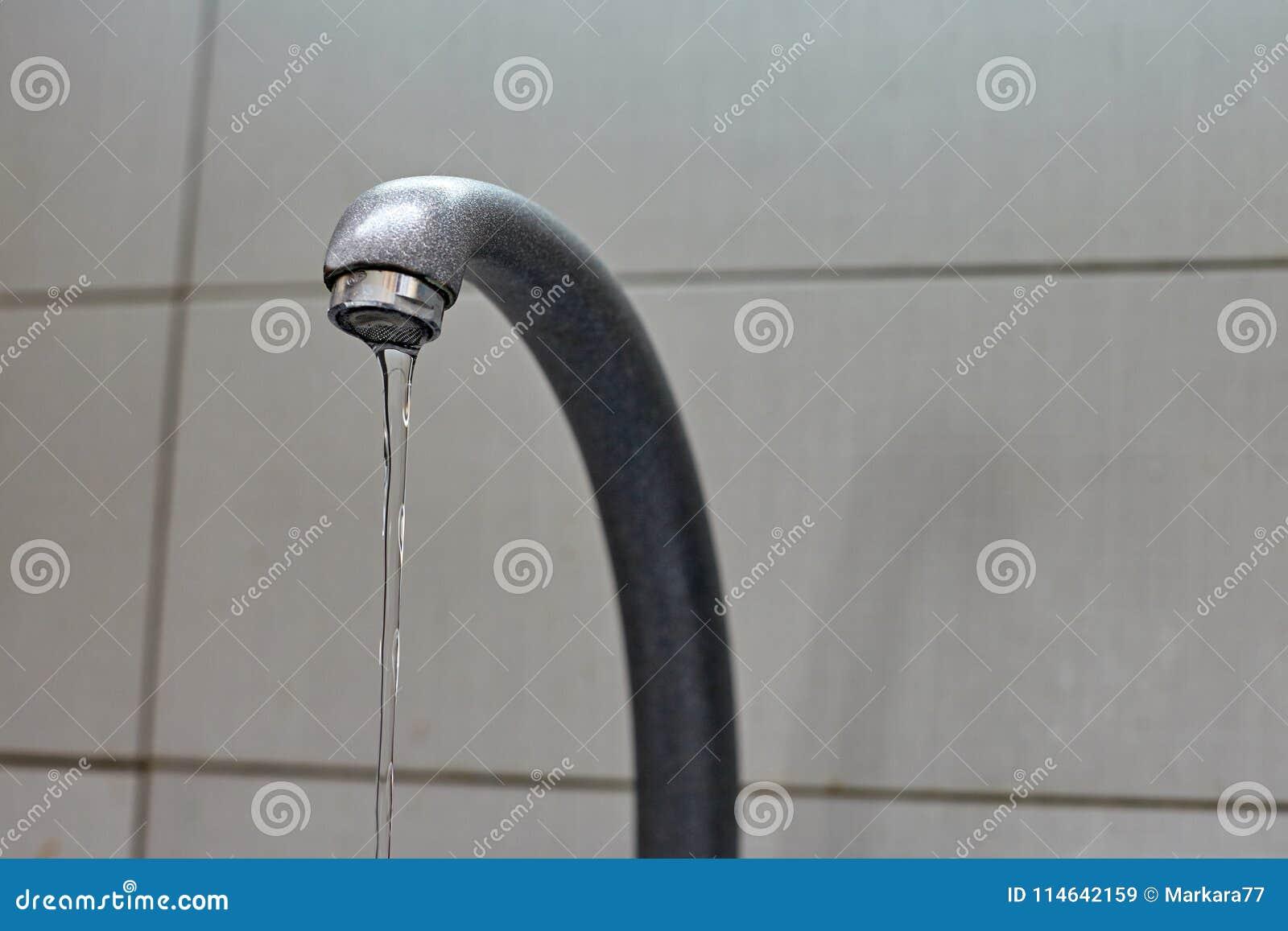 Wodny klepnięcie od faucet