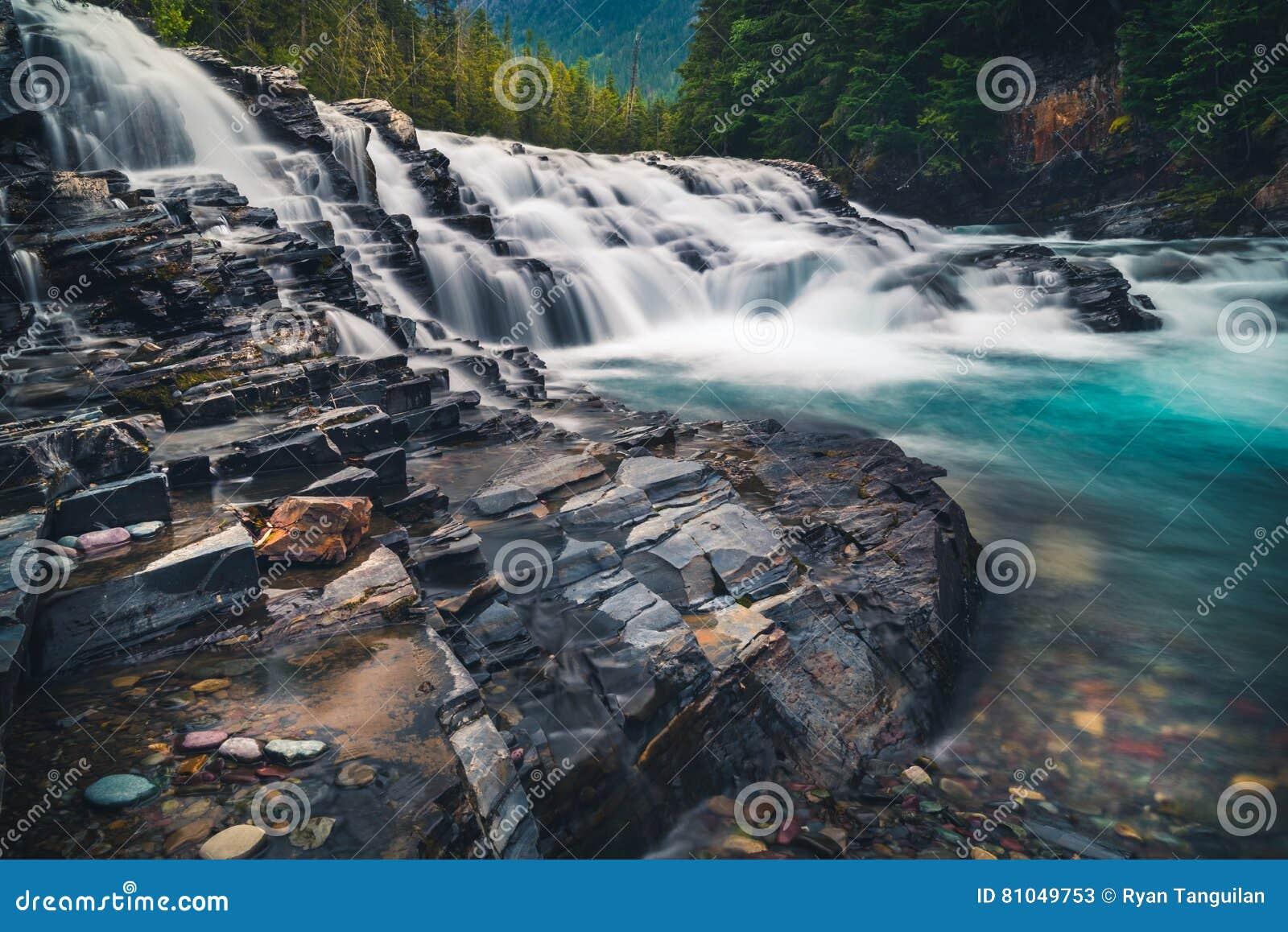Wodospad się kaskadą