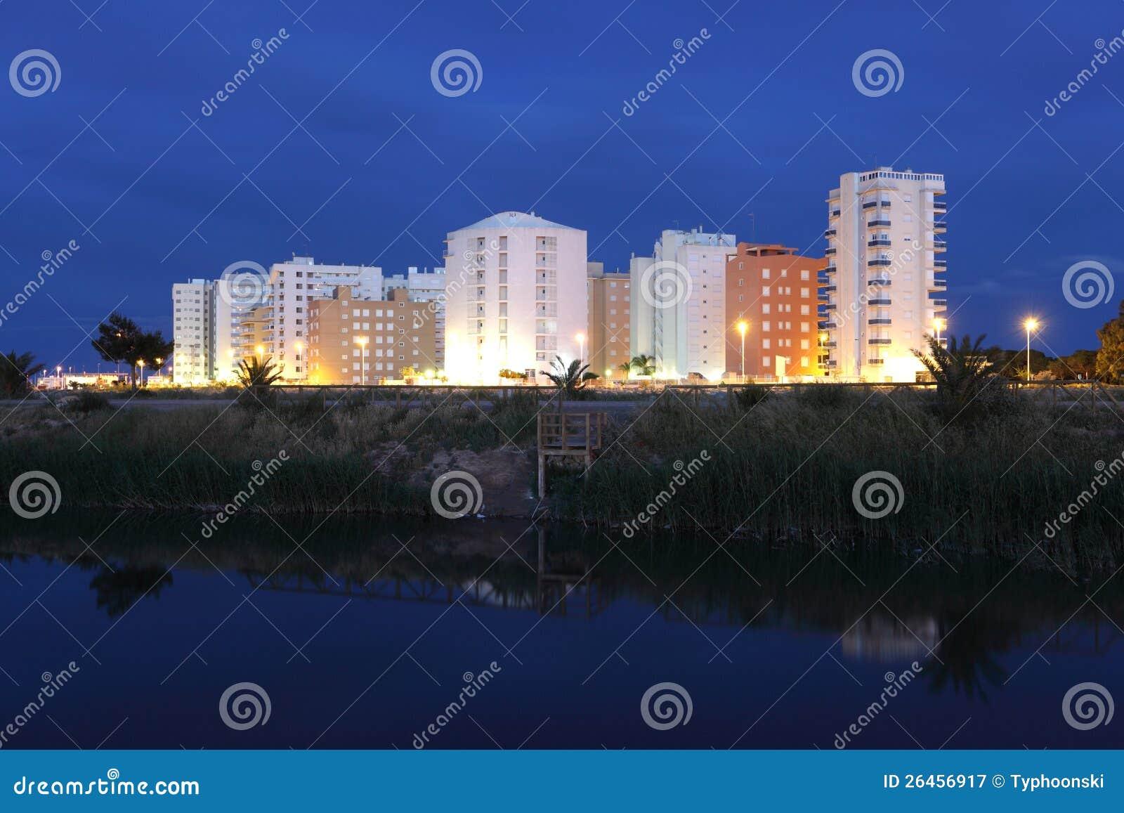 Wohngebäude nachts