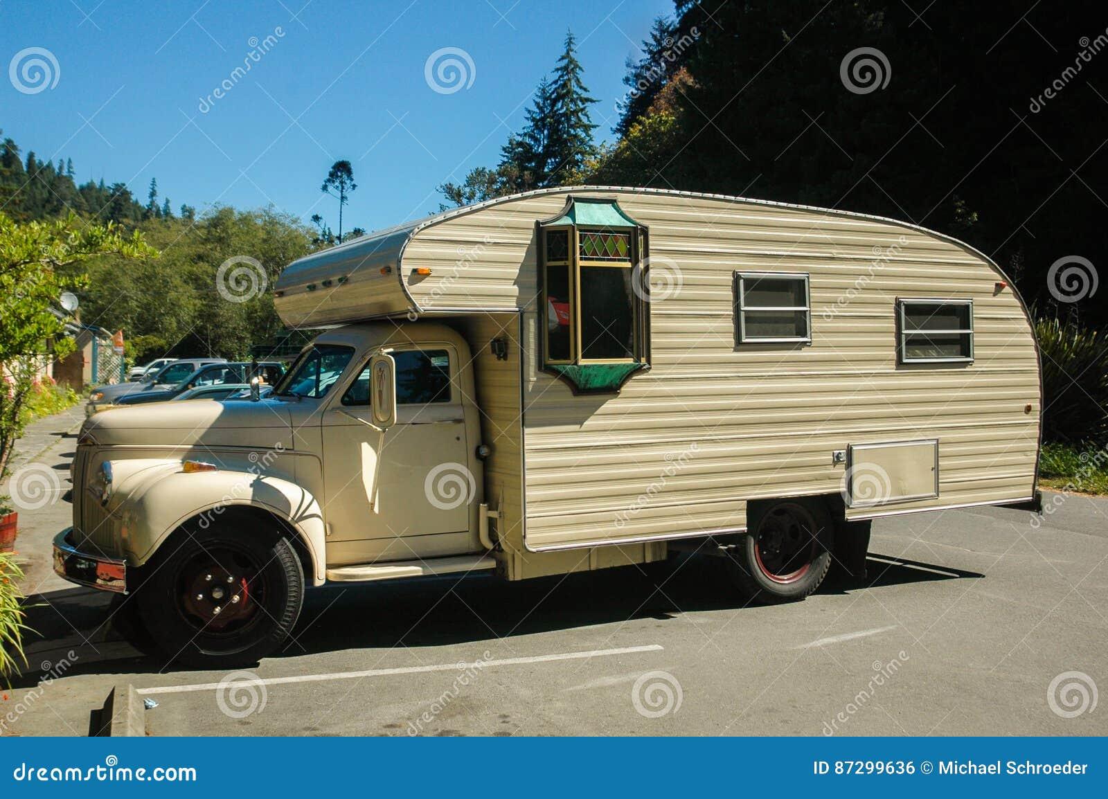 Wohnmobil Oldtimer redaktionelles foto. Bild von haupt - 9